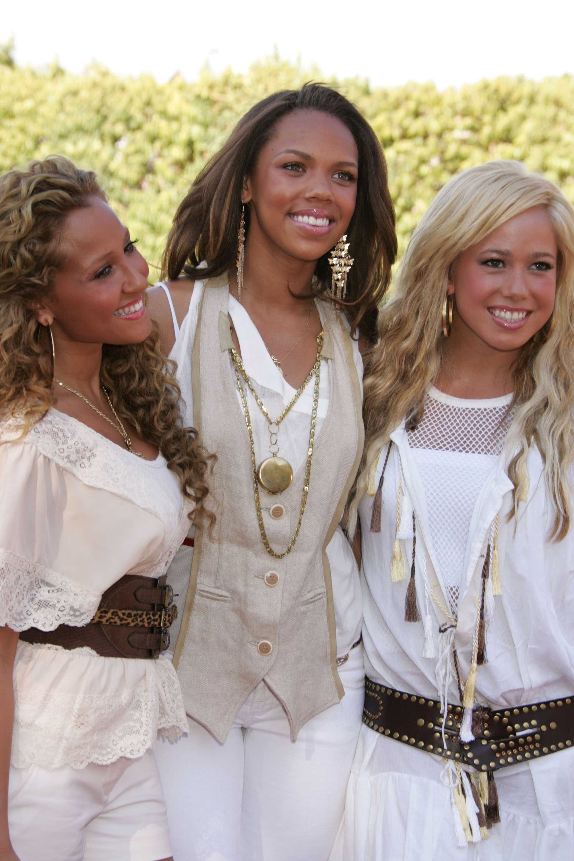 10942_Cheetah_Girls__1_122_962lo.jpg