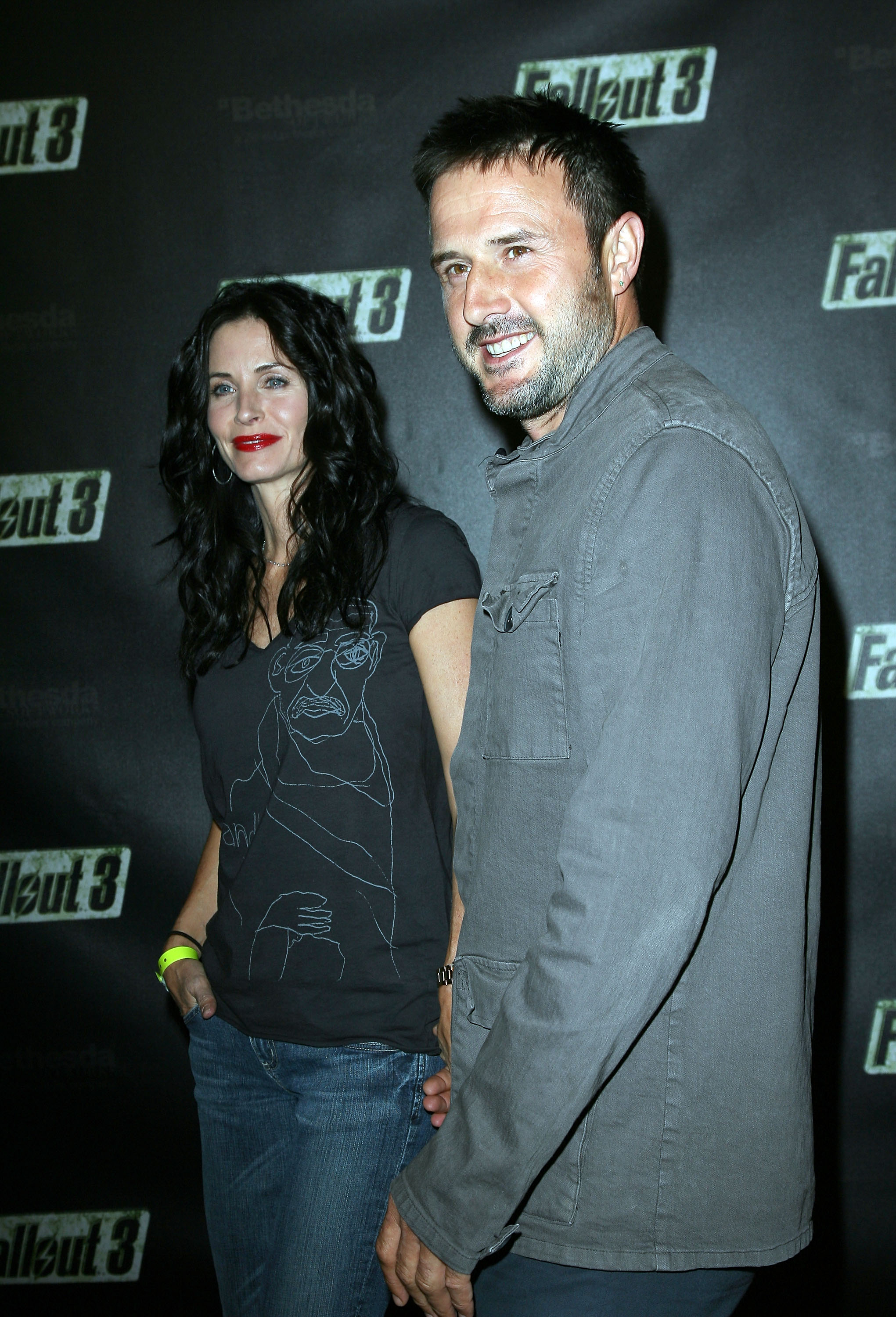 55367_Celebutopia-Courteney_Cox-Launch_Party_for_Fallout_3_videogame-04_122_931lo.jpg