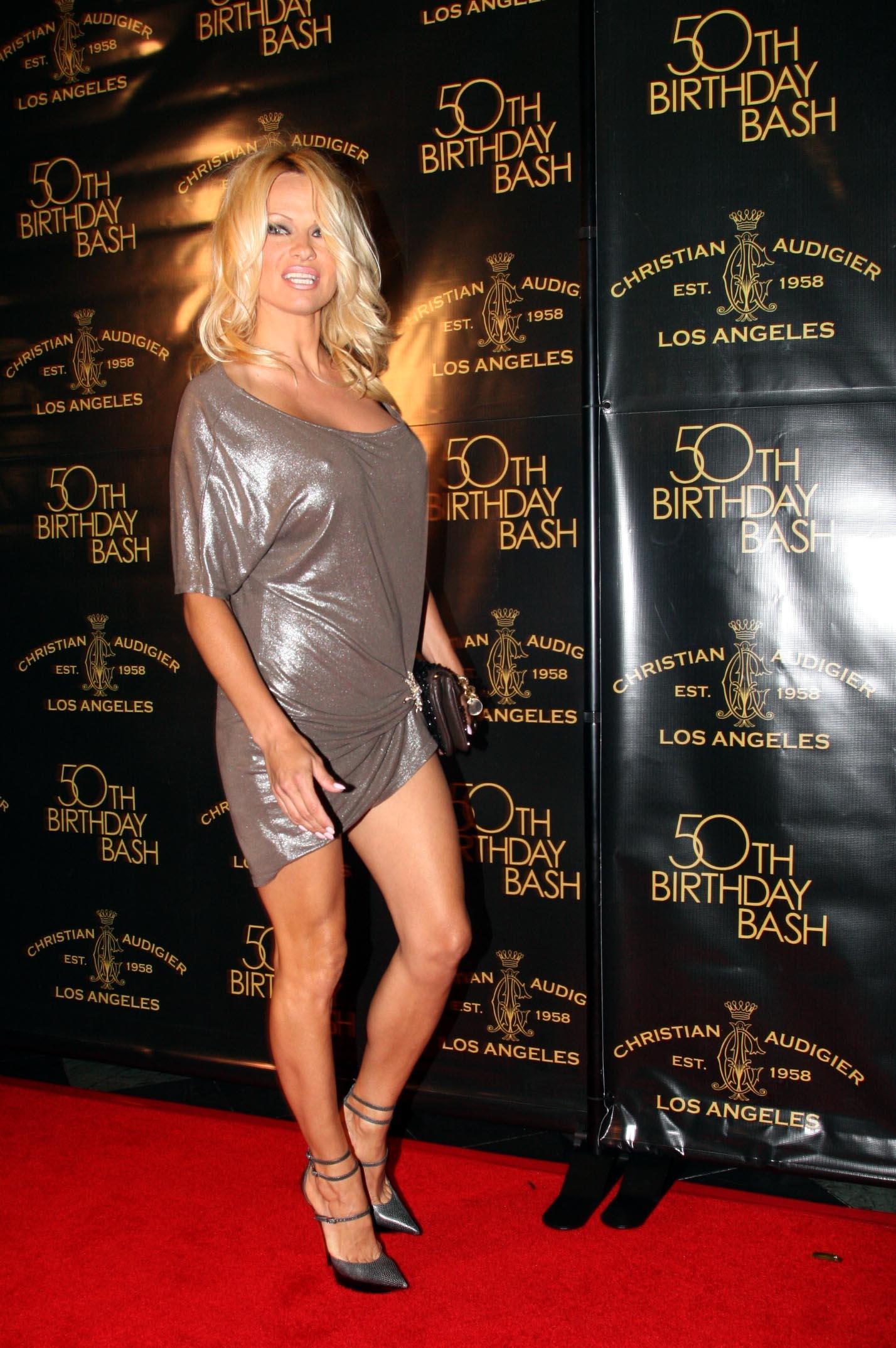 49312_Celebutopia-Pamela_Anderson-Designer_Christian_Audigier39s_50th_Birthday_Bash-04_122_997lo.jpg