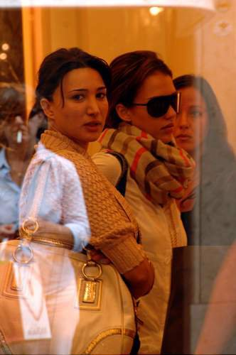 88537_11.07.2007_-_Jessica_auf_Shoppingtour_in_Rom_004_122_1018lo.jpg