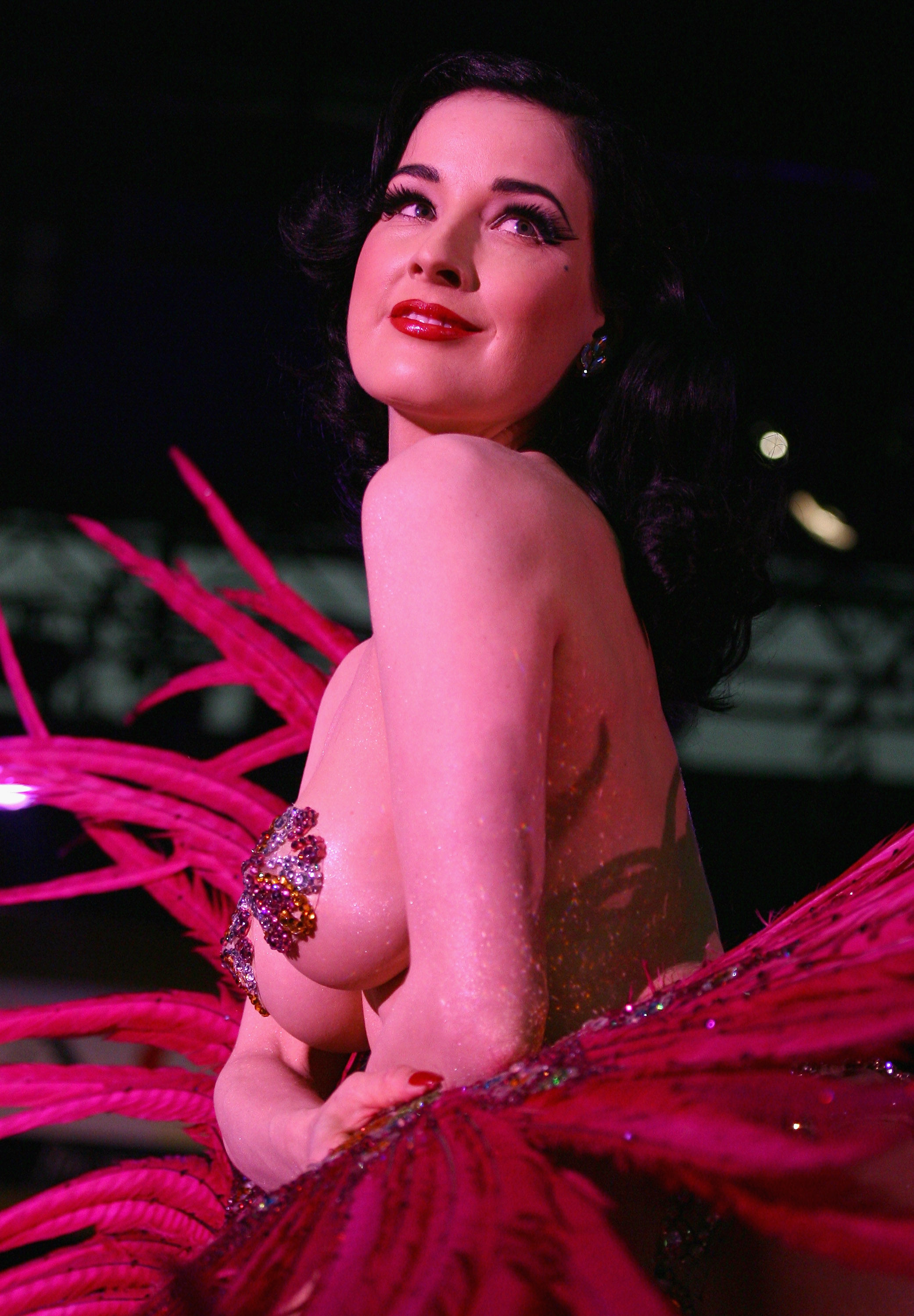 41945_Celebutopia-Dita_Von_Teese_performs_on_stage_at_Erotica_2007-13_123_1118lo.jpg