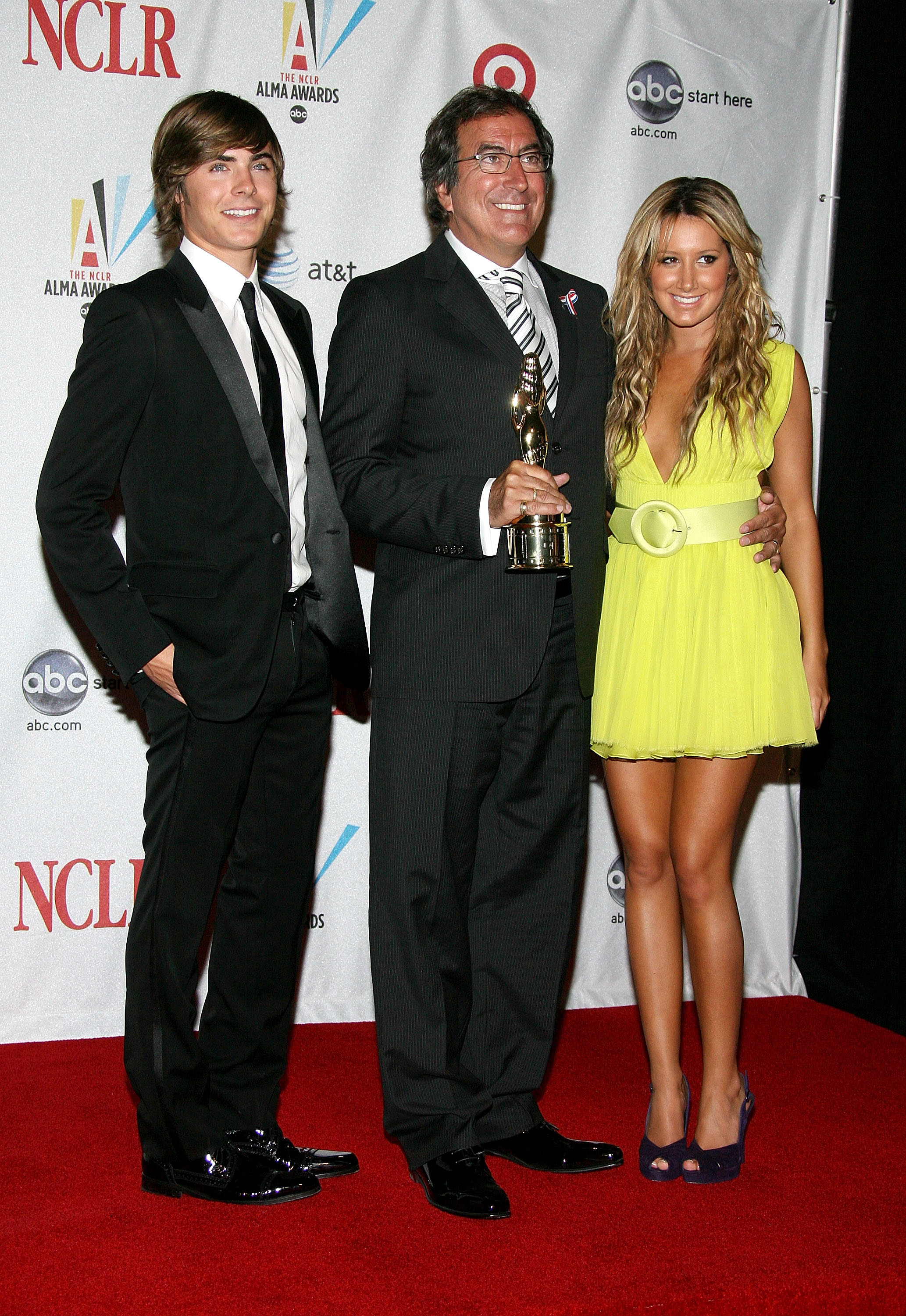 63620_babayaga_Ashley_Tisdale_ALMA_Awards_08-17-2008_028_123_984lo.jpg
