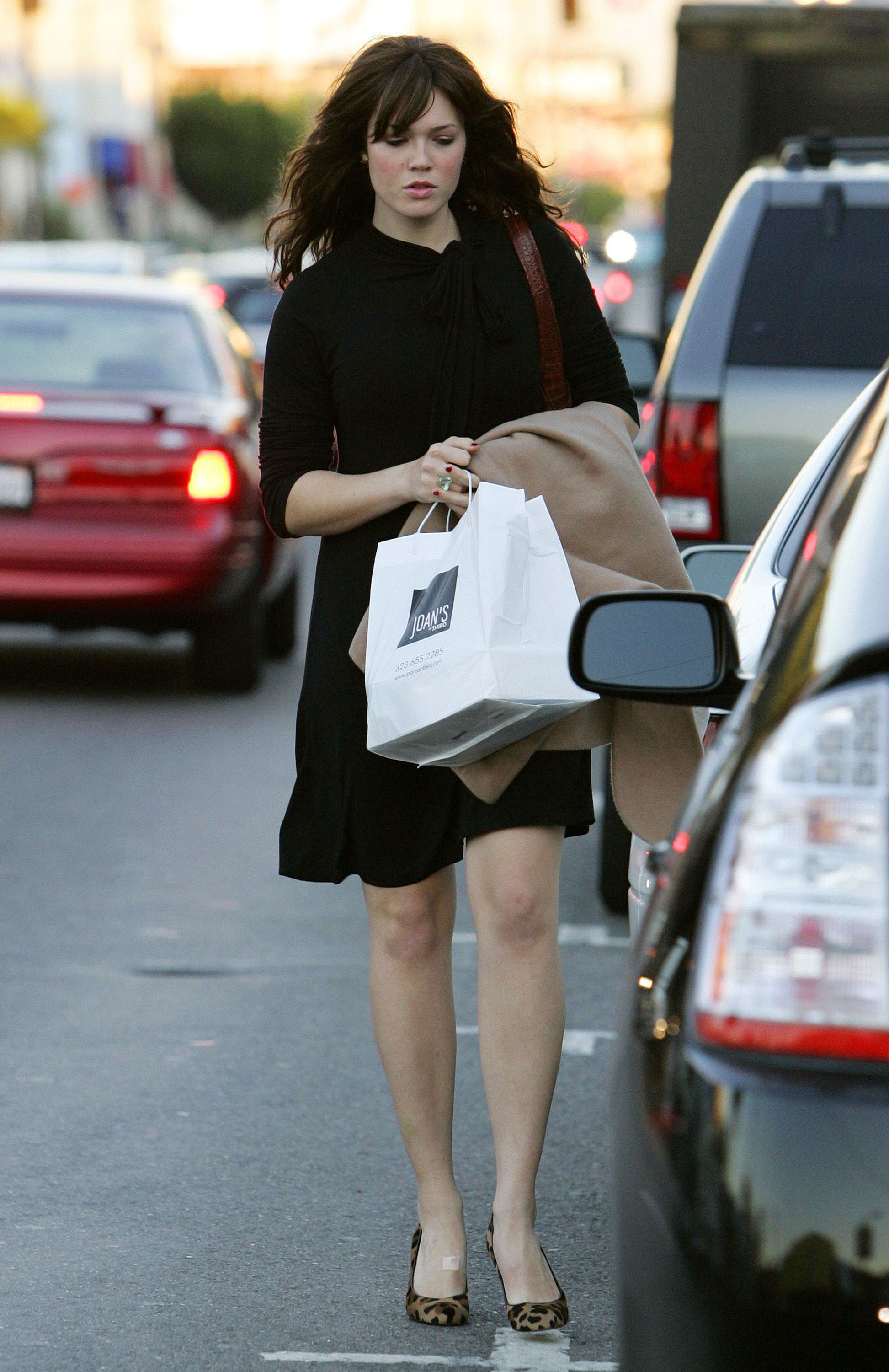 67279_celeb-city.eu_Mandy_Moore_out_and_about_in_West_Hollywood_10.12.2007_10_122_1185lo.jpg