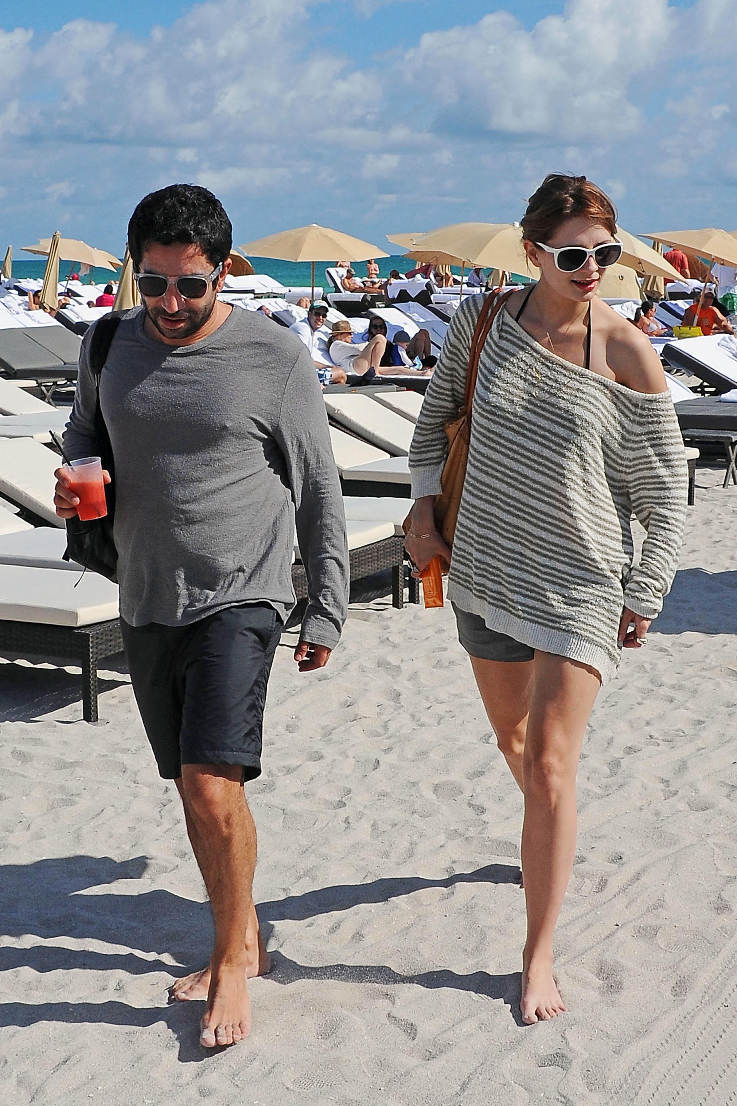 312194199_Mischa_Barton_Bikini_Candids_on_the_Beach_in_Miami_December_27_2011_145_122_405lo.jpg