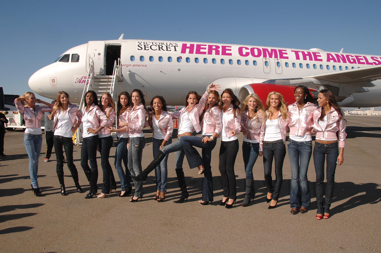 60783_celeb-city.eu_VS_Angels_arrive_at_LA_airport_11-12-2007_091_123_717lo.jpg