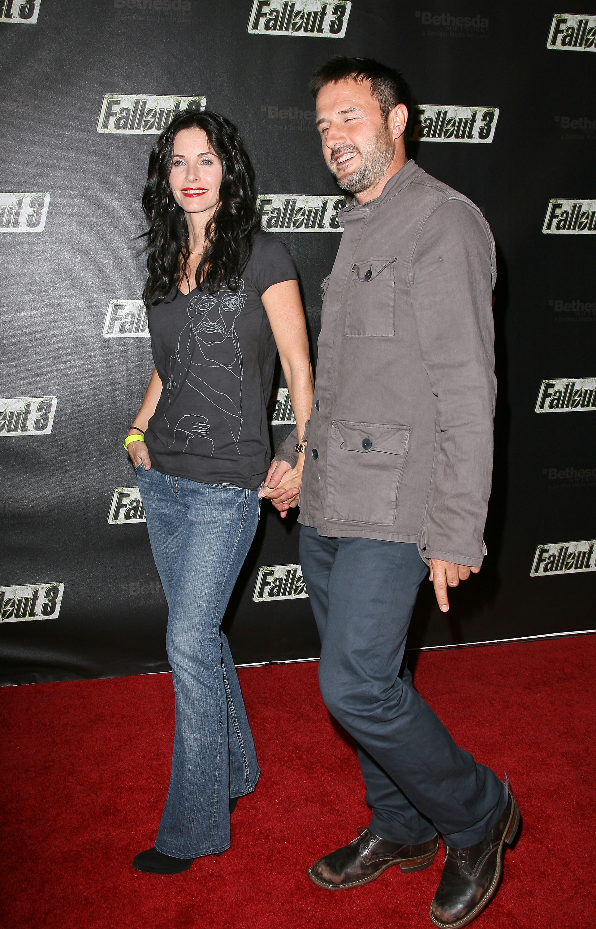 55013_Celebutopia-Courteney_Cox-Launch_Party_for_Fallout_3_videogame-05_122_807lo.jpg