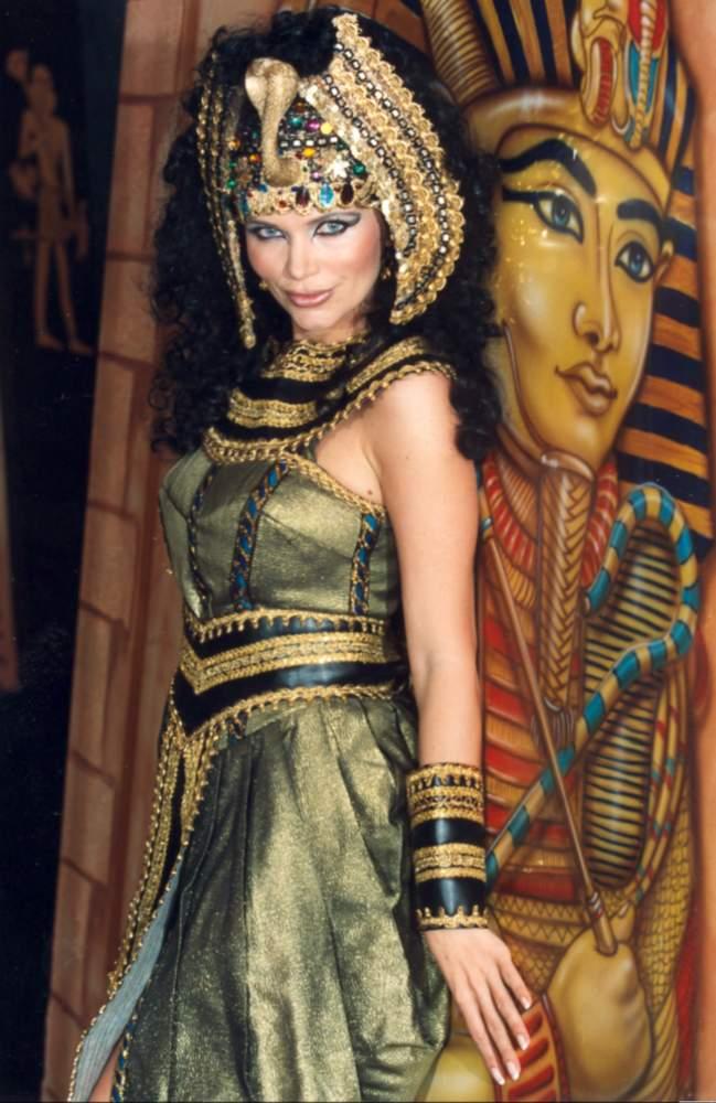 04723_cleopatra01_123_892lo.jpg