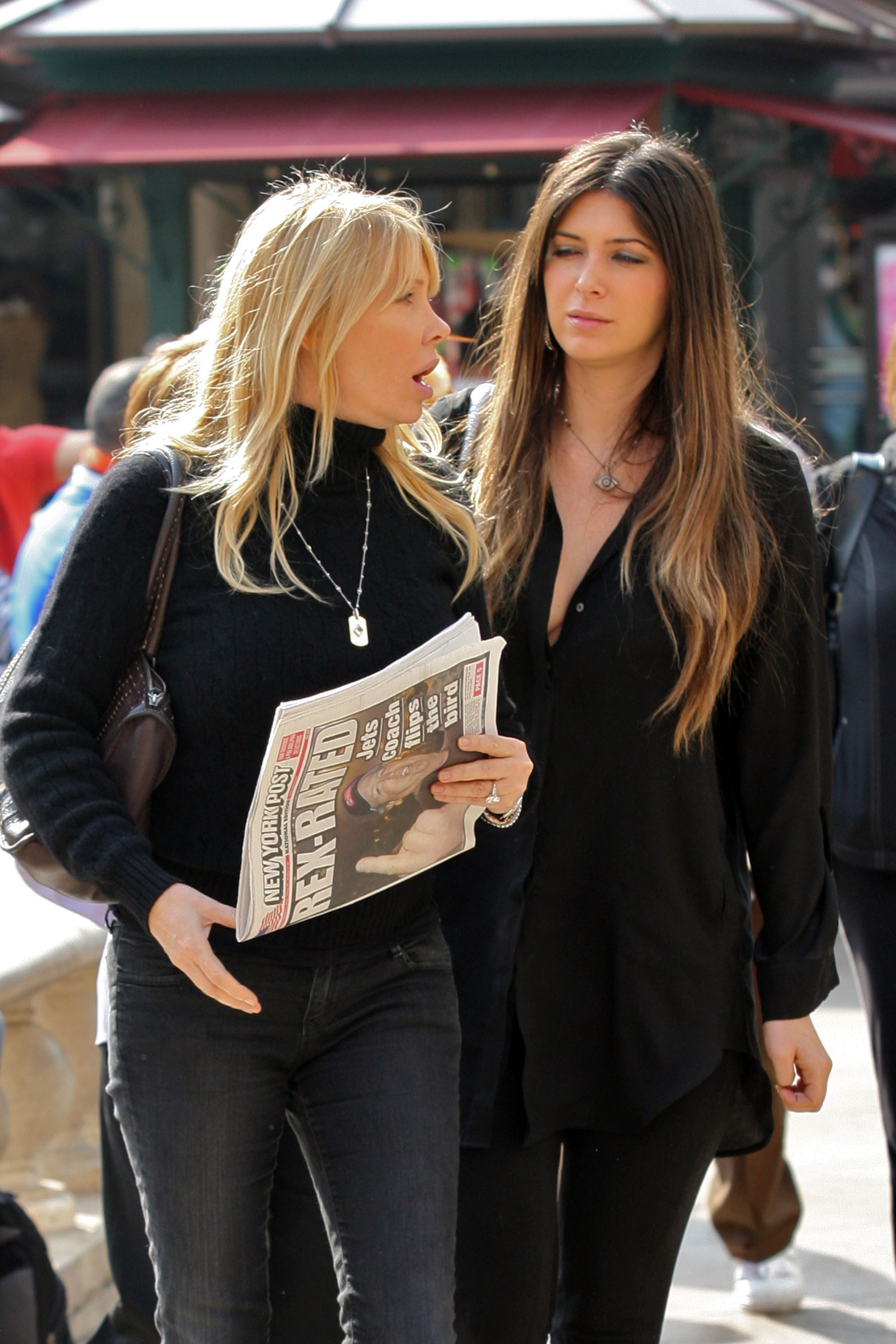 24831_celebrity-paradise.com-The_Elder-Brittny_Gastineau_2010-02-01_-_out_shopping_in_Hollywood_844_122_357lo.jpg