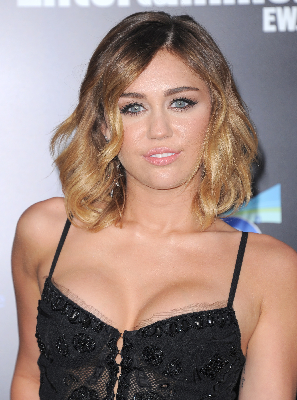 33085_Miley_Cyrus_Adds33_123_445lo.jpg