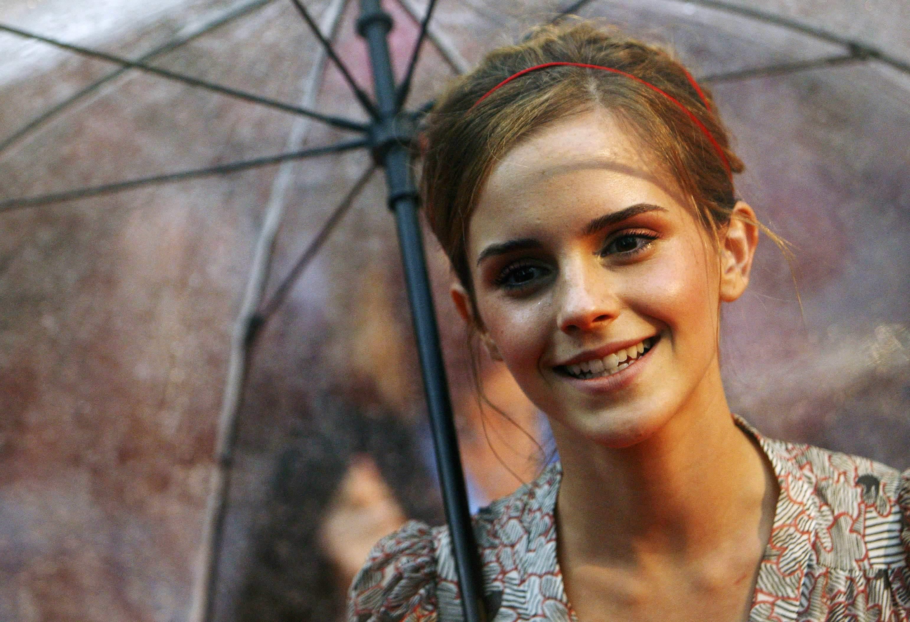52004_Emma_Watson_HPaTHBP_premiere_in_London04080_122_895lo.jpg