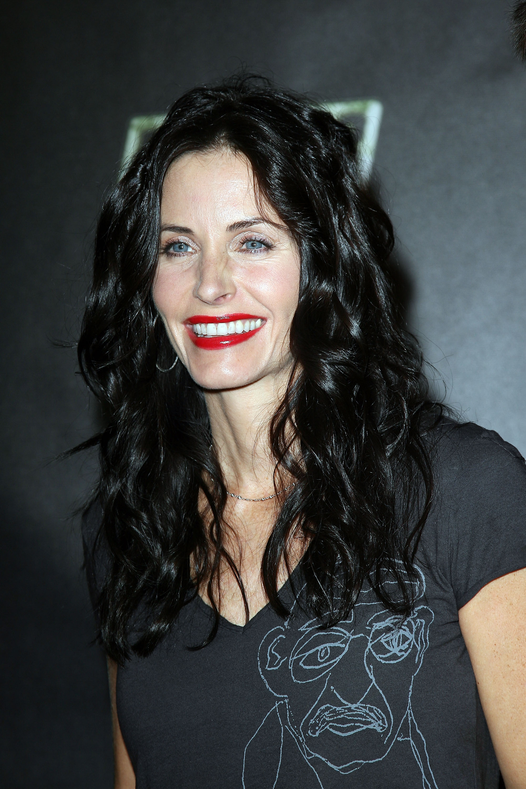 55166_Celebutopia-Courteney_Cox-Launch_Party_for_Fallout_3_videogame-09_122_1026lo.jpg
