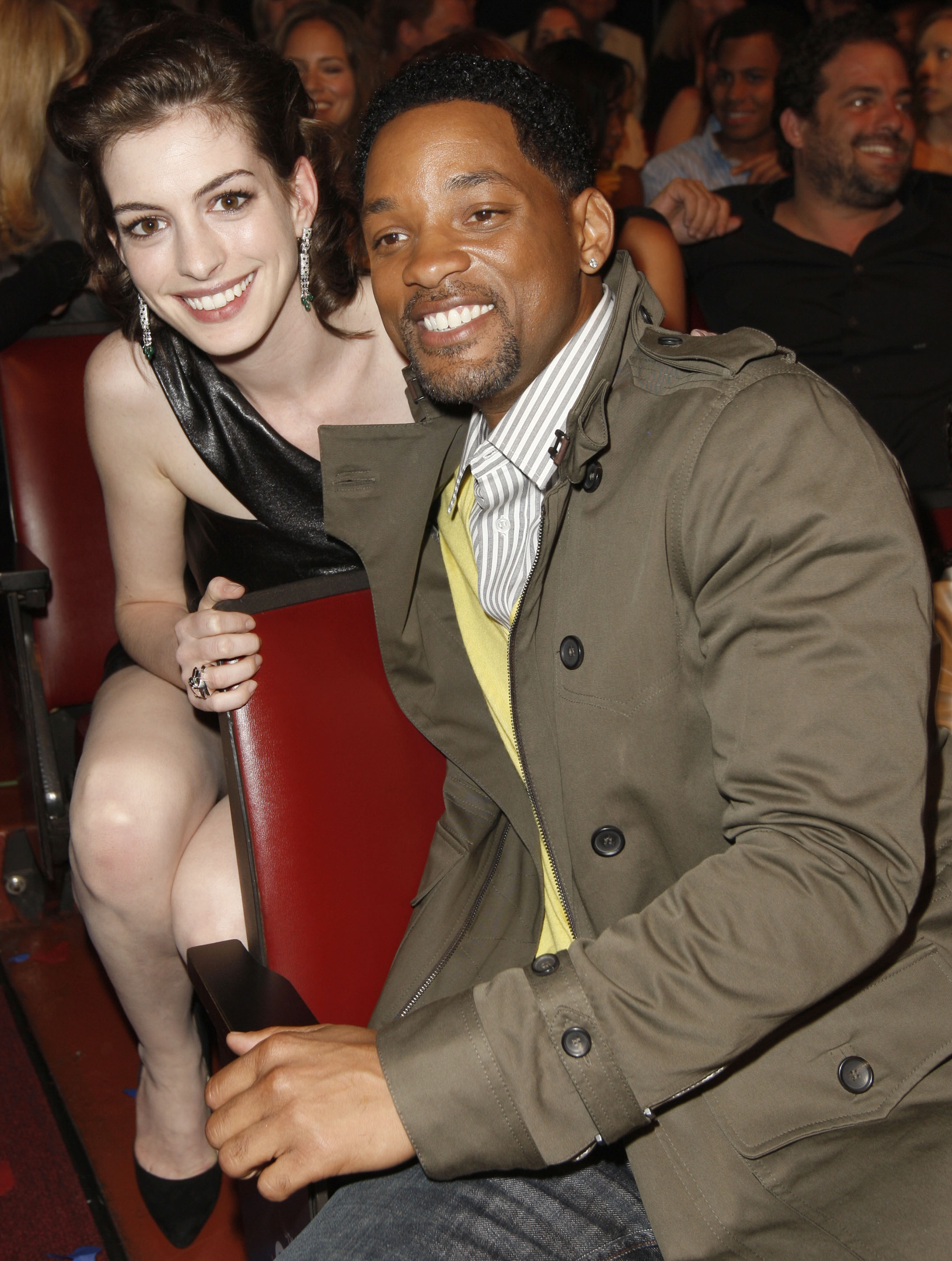 69523_Anne_Hathaway_2008-06-01_-_2008_MTV_Movie_Awards_122_1193lo.JPG