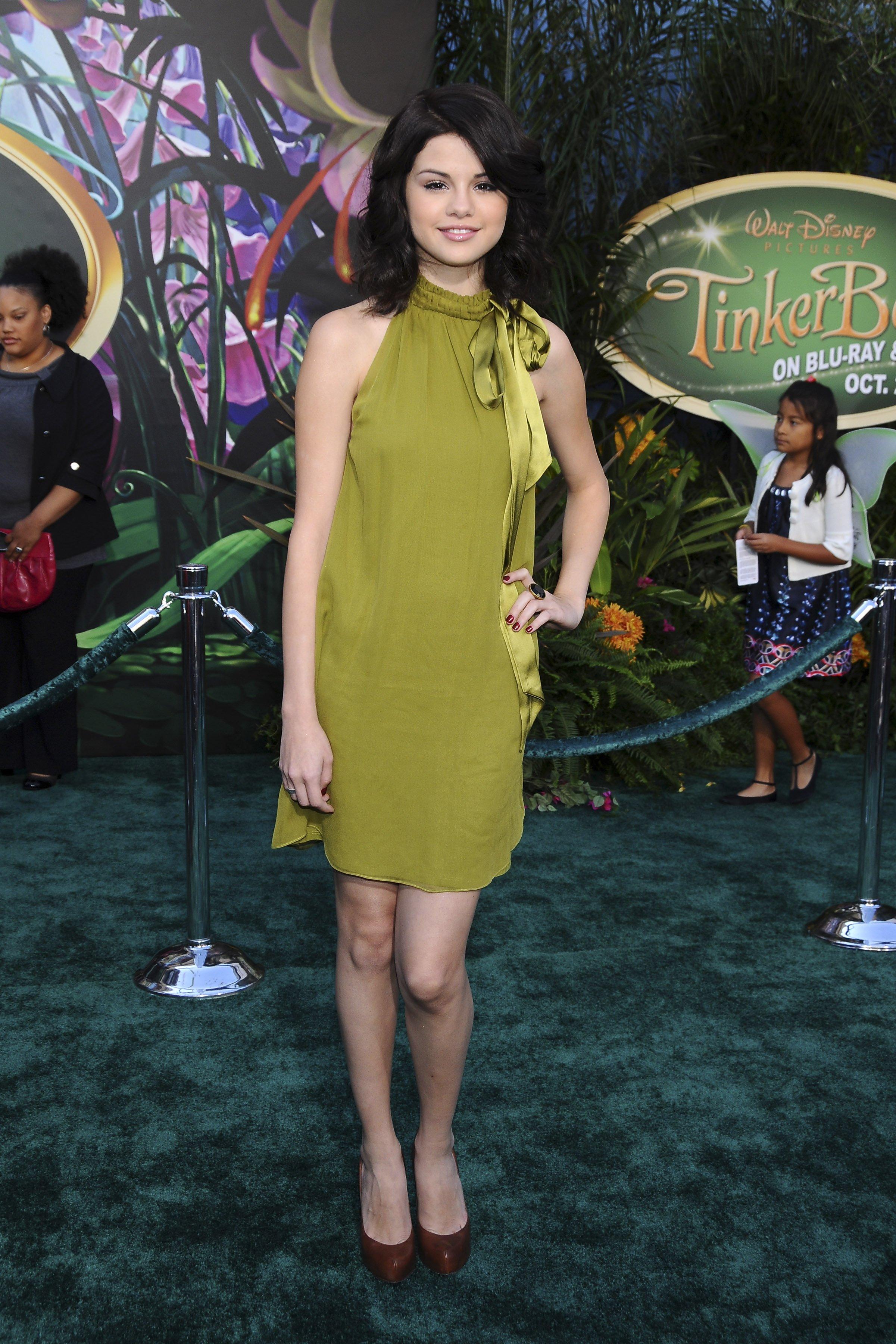 69297_Celebutopia-Selena_Gomez-Premiere_Of_Walt_Disney_Pictures_Tinker_Bell_Blu-Ray_2_DVD-08_122_899lo.jpg