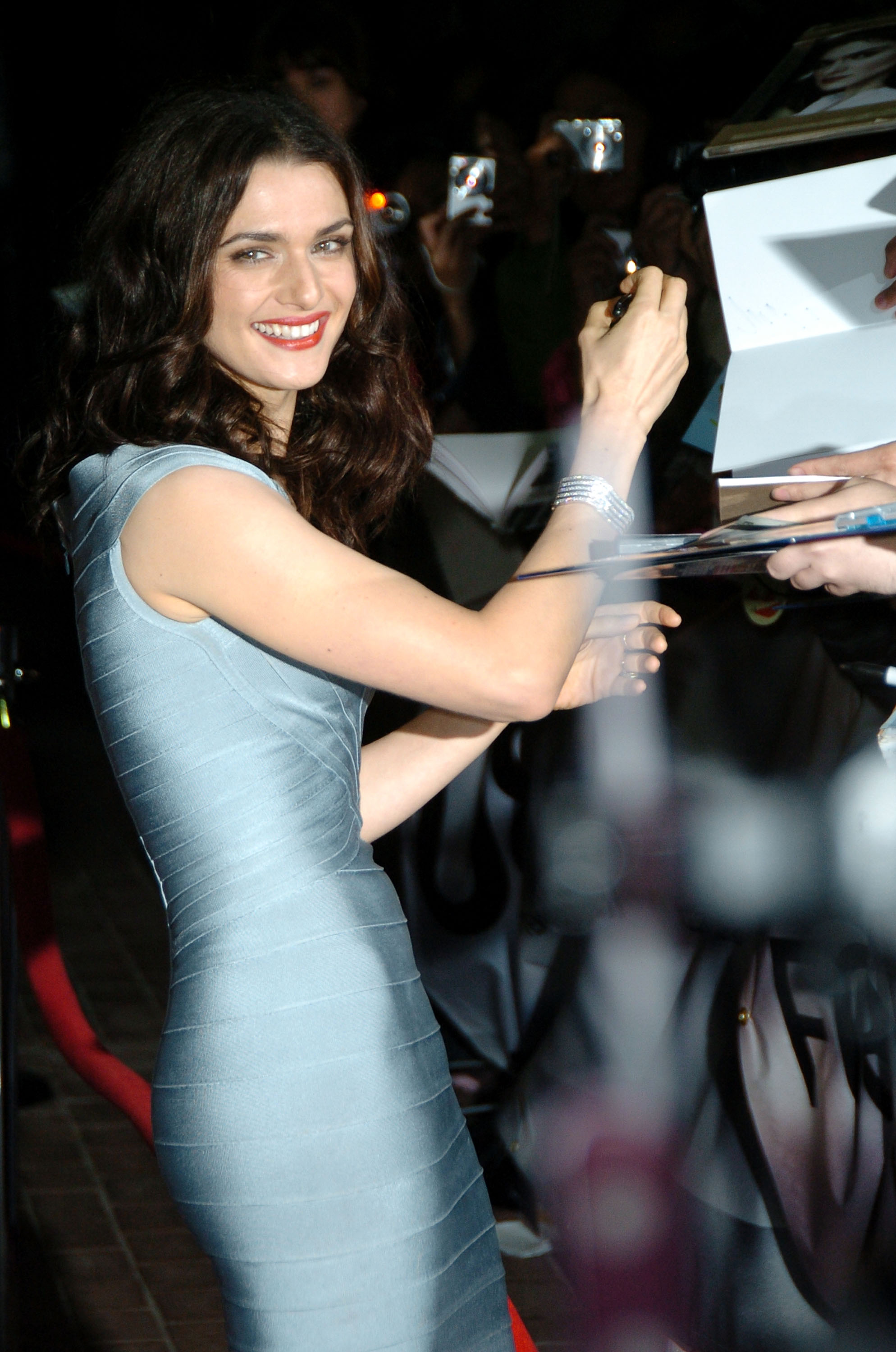 26289_Celebutopia-Rachel_Weisz-The_Brothers_Bloom_premiere_during_the_2008_Toronto_International_Film_Festival-03_122_998lo.jpg
