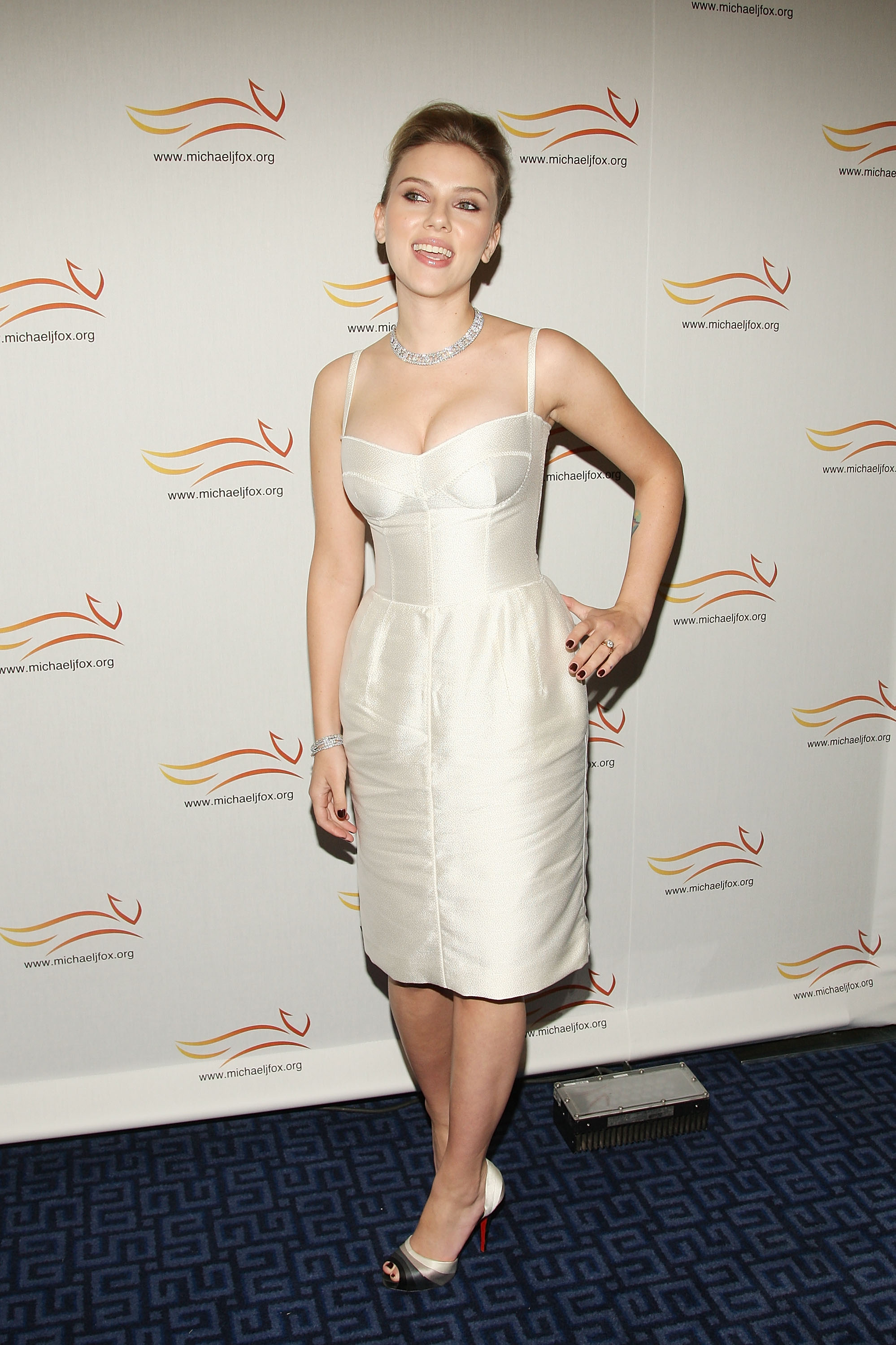 54475_Celebutopia-Scarlett_Johansson-A_Funny_Thing_Happened_on_the_Way_to_Cure_Parkinsons-10_122_1131lo.jpg