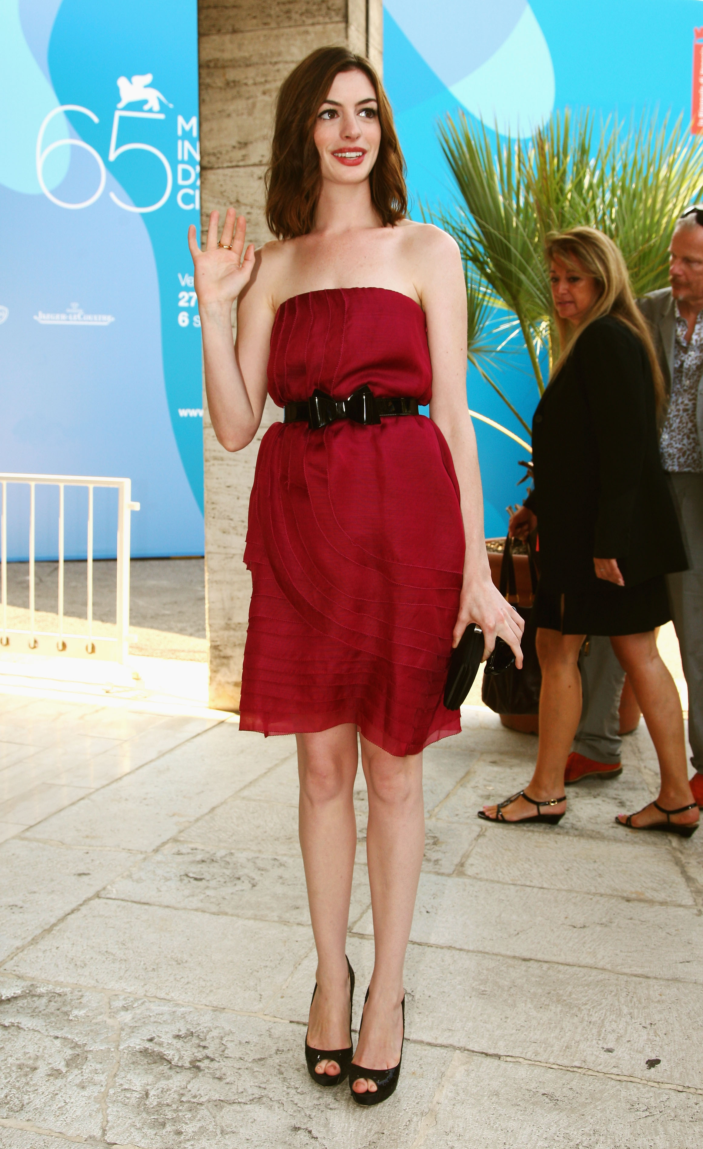 39281_Celebutopia-Anne_Hathaway_arrives_at_the_Excelsior_Hotel_during_the_65th_Venice_Film_Festival-18_122_1195lo.jpg