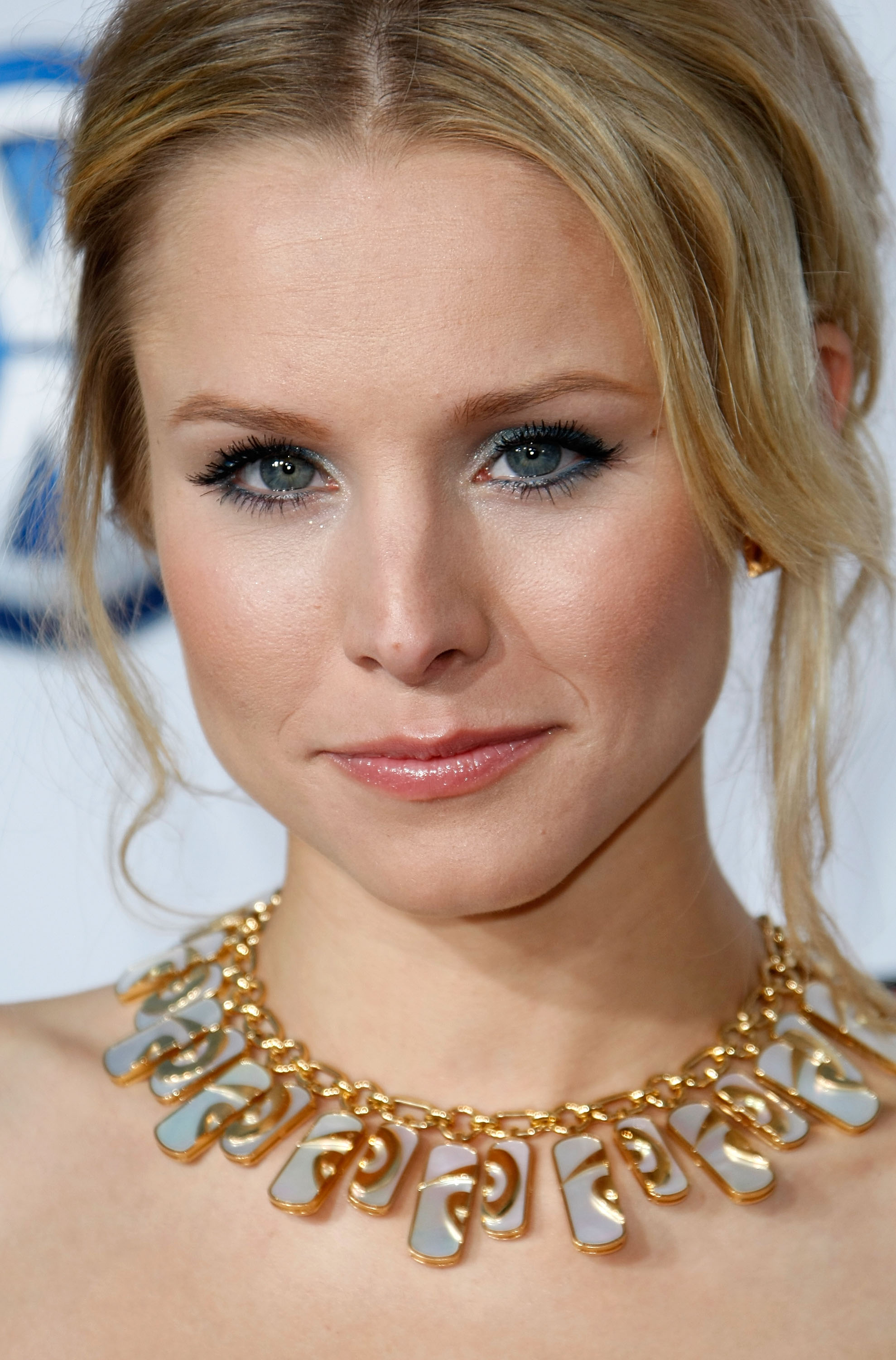 94991_Kristen_Bell-Forgetting_Sarah_Marshall_premiere_in_Hollywood_922_122_1195lo.jpg