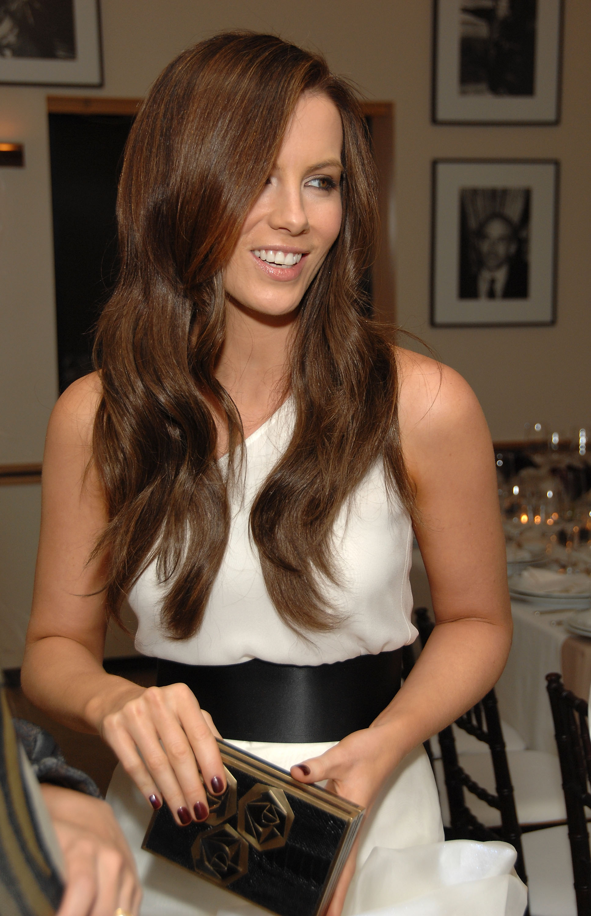 91792_Celebutopia-Kate_Beckinsale-R9Y_Augousti_and_Barneys_dinner_for_Nothing_But_The_Truth-04_122_753lo.jpg