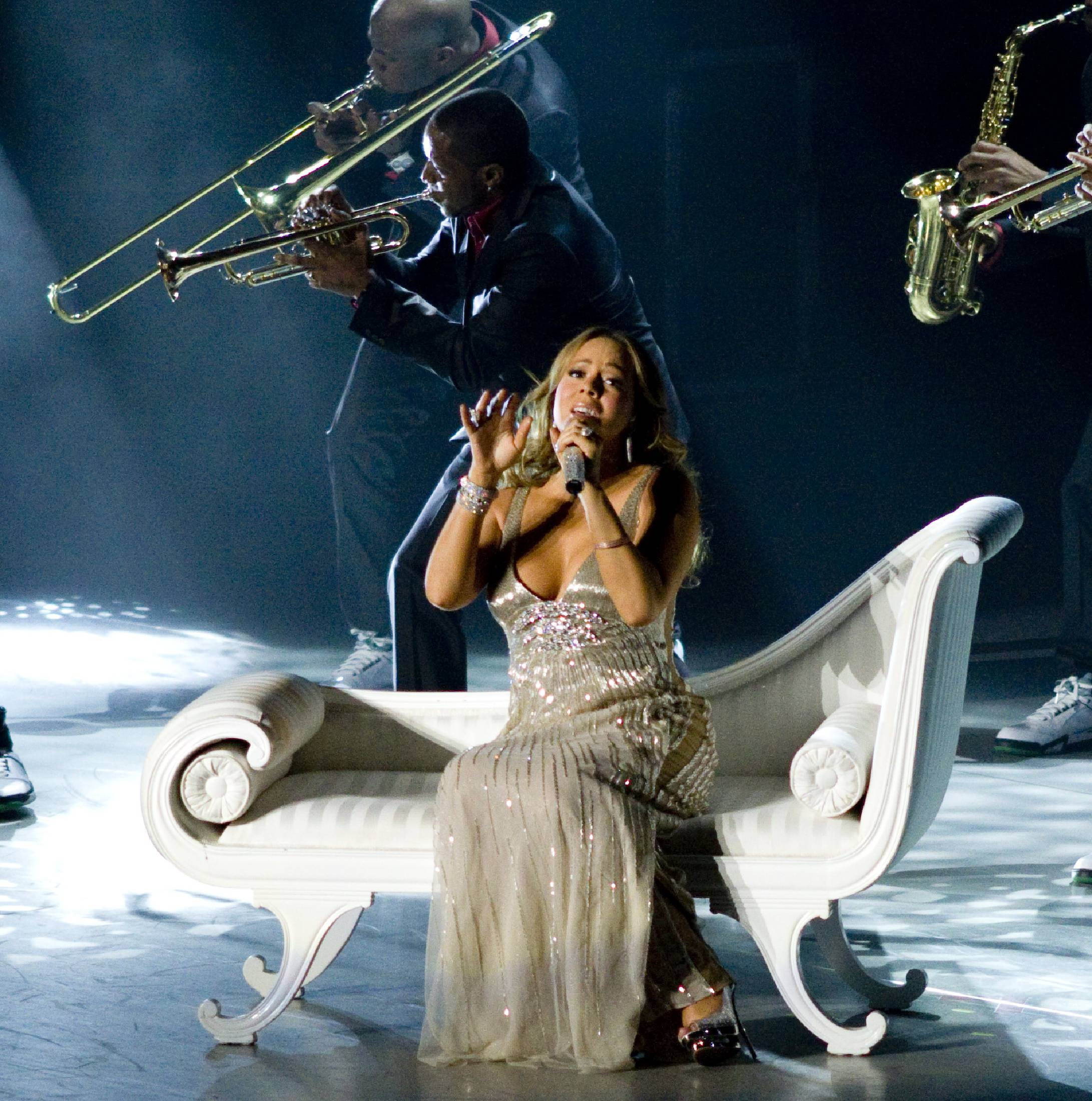 53768_Mariah_Carey_performs_at_Madison_Square_Garden_in_New_York_City-9_122_116lo.jpg