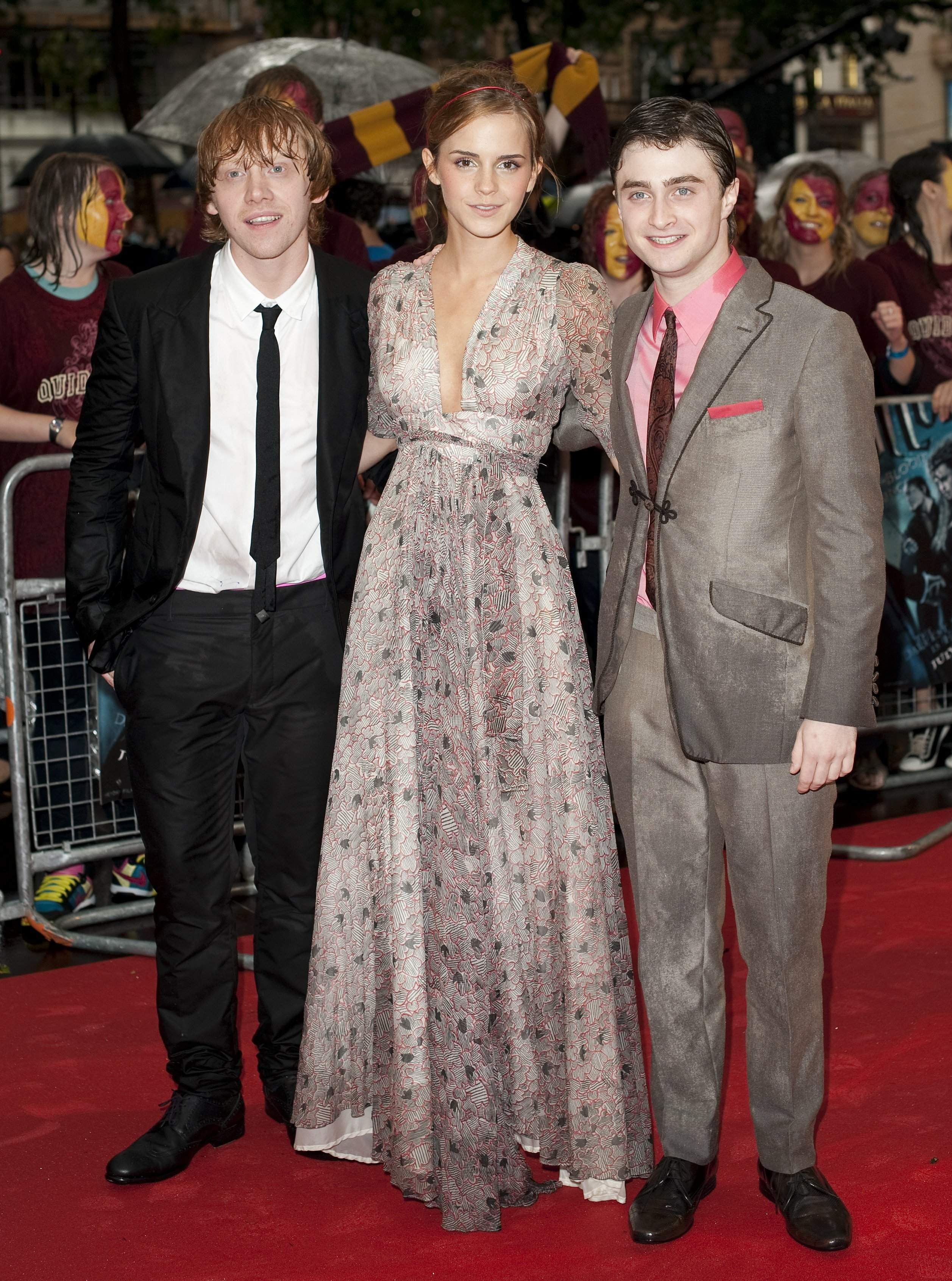50793_Emma_Watson_HPaTHBP_premiere_in_London04048_122_118lo.jpg