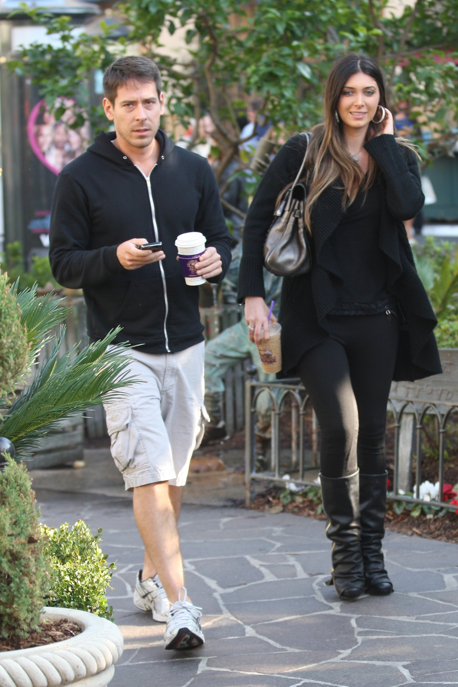 24889_celebrity-paradise.com-The_Elder-Brittny_Gastineau_2010-01-31_-_out_shopping_in_Hollywood_122_489lo.jpg