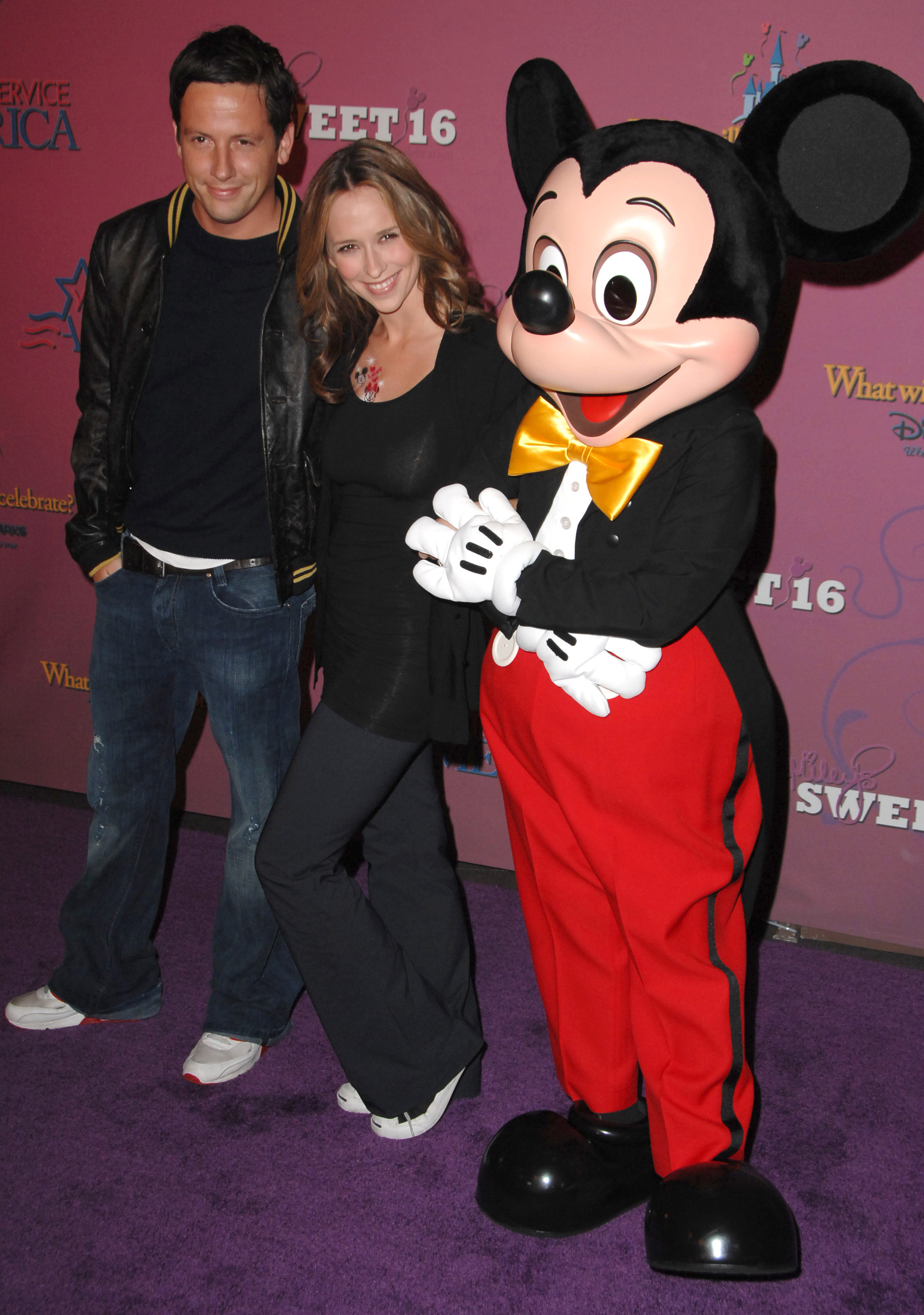 07929_Celebutopia-Jennifer_Love_Hewitt-Miley_Cyrus5_Sweet_16_birthday_celebration-07_122_670lo.jpg