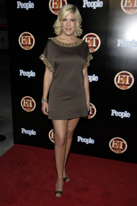 00221_Celebutopia-Tori_Spelling-Entertainment_Tonight_Emmy_party-02_122_943lo.jpg