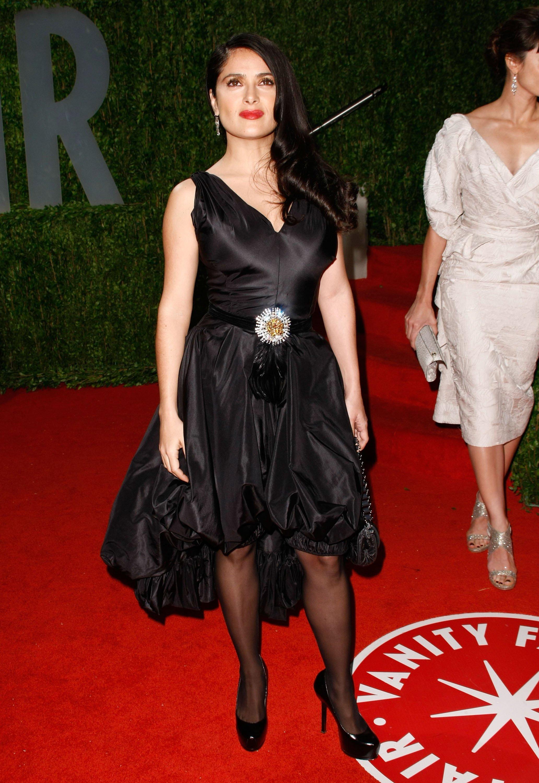 88482_Celebutopia-Salma_Hayek_arrives_at_the_2009_Vanity_Fair_Oscar_party-13_123_389lo.jpg