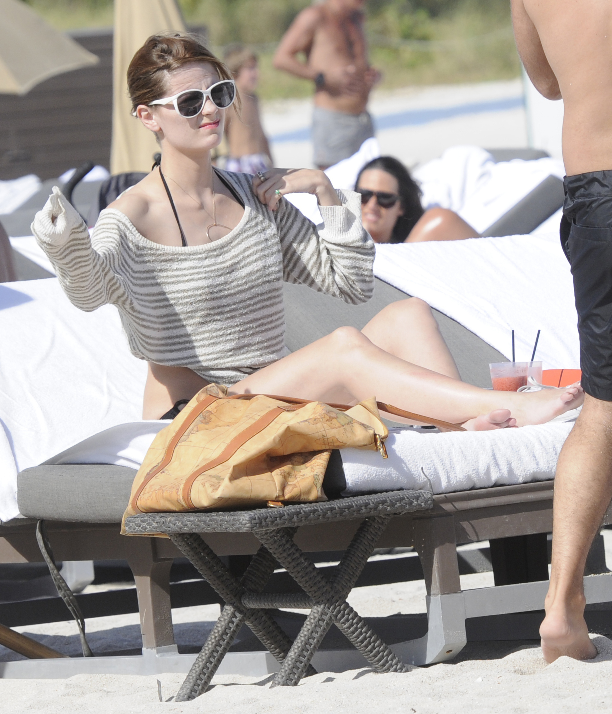 312416975_Mischa_Barton_Bikini_Candids_on_the_Beach_in_Miami_December_27_2011_184_122_544lo.jpg