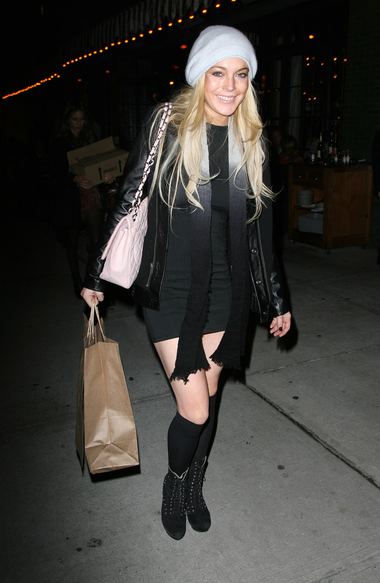 67387_Lindsay_Lohan_out_to_dinner_in_New_York_City-4_122_565lo.jpg