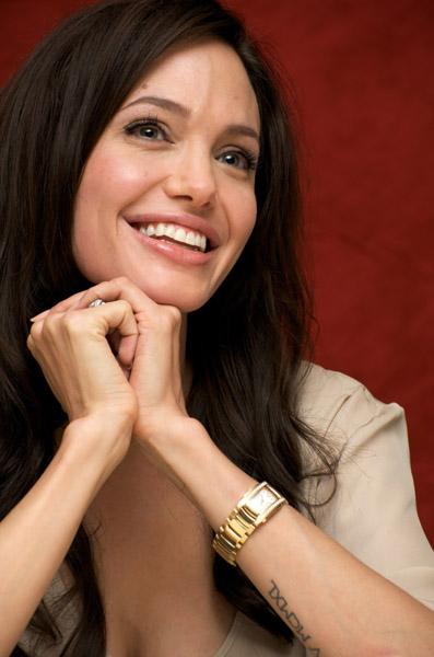09788_Celebutopia-Angelina_Jolie-Vera_Anderson_portraits_session-17_122_637lo.jpg