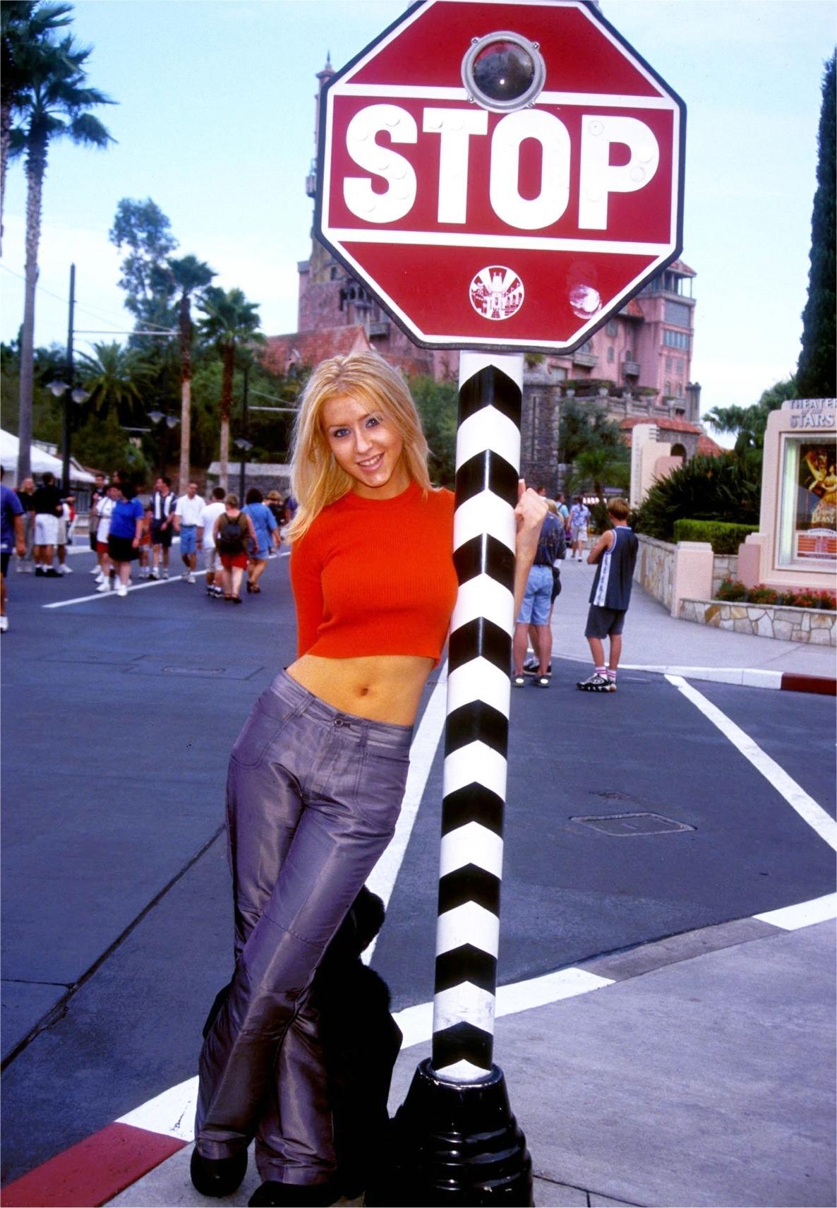 51744_Christina_Aguilera-009412_Disney_MGM_studios_portraits7_2000_122_737lo.jpg