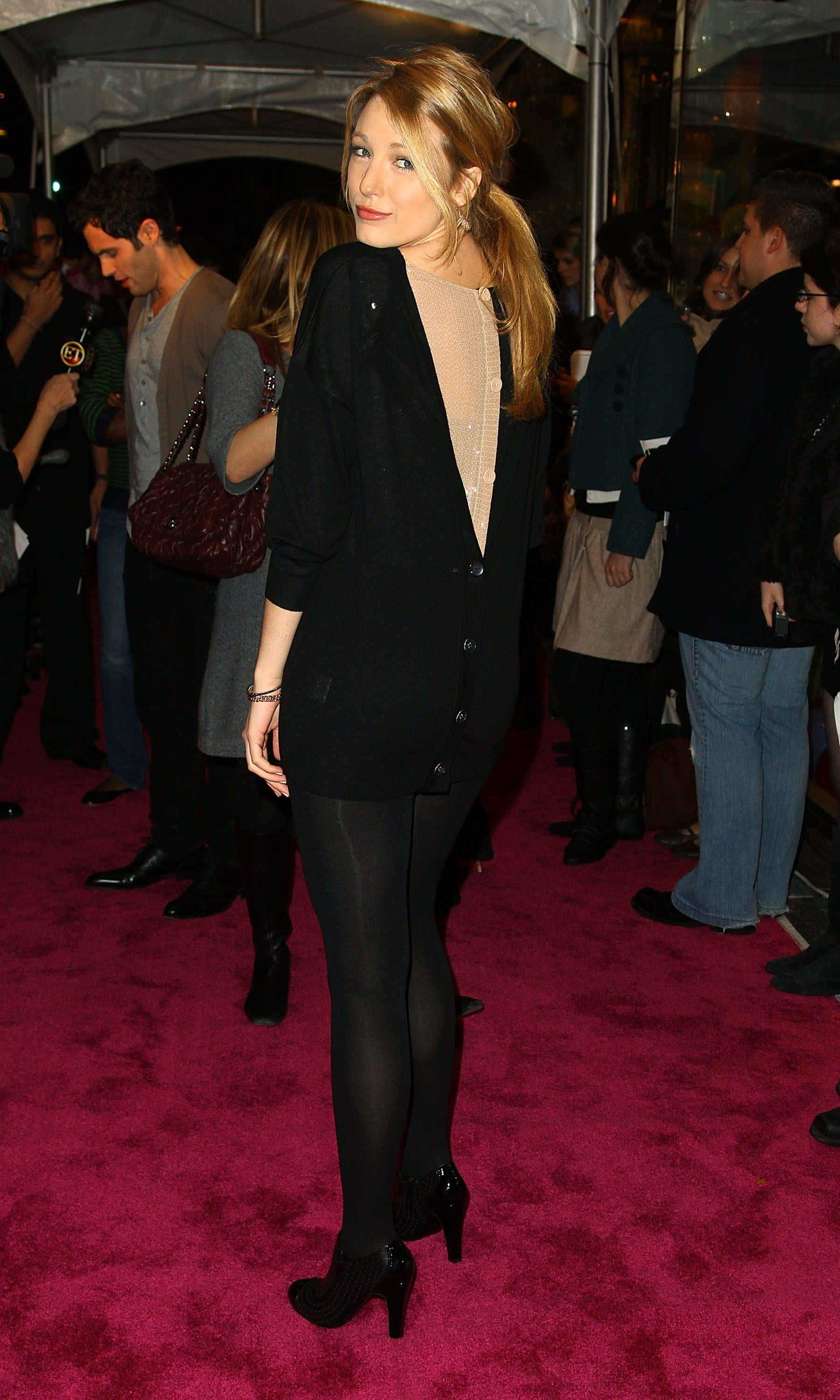 59122_Celebutopia-Blake_Lively-Opening_party_for_Juicy_Couture88s_5th_Avenue_flagship_store-05_122_1024lo.jpg