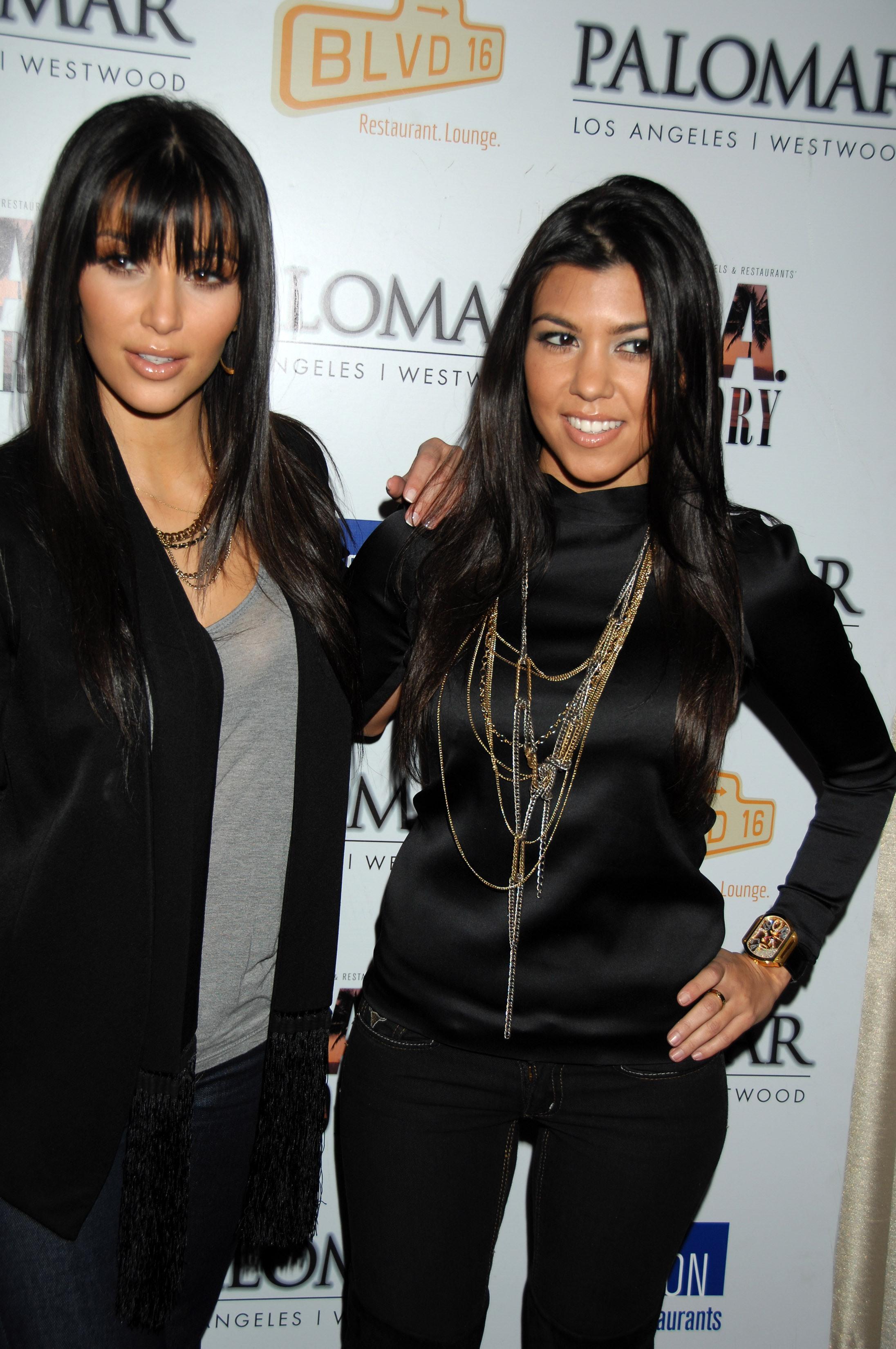 03271_Kim_Kardashian_2008-12-08_-_A_Night_For_Change_benefiting_Alternative_Intervention_Models_in_LA_122_1075lo.jpg