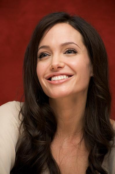 09434_Celebutopia-Angelina_Jolie-Vera_Anderson_portraits_session-13_122_1168lo.jpg