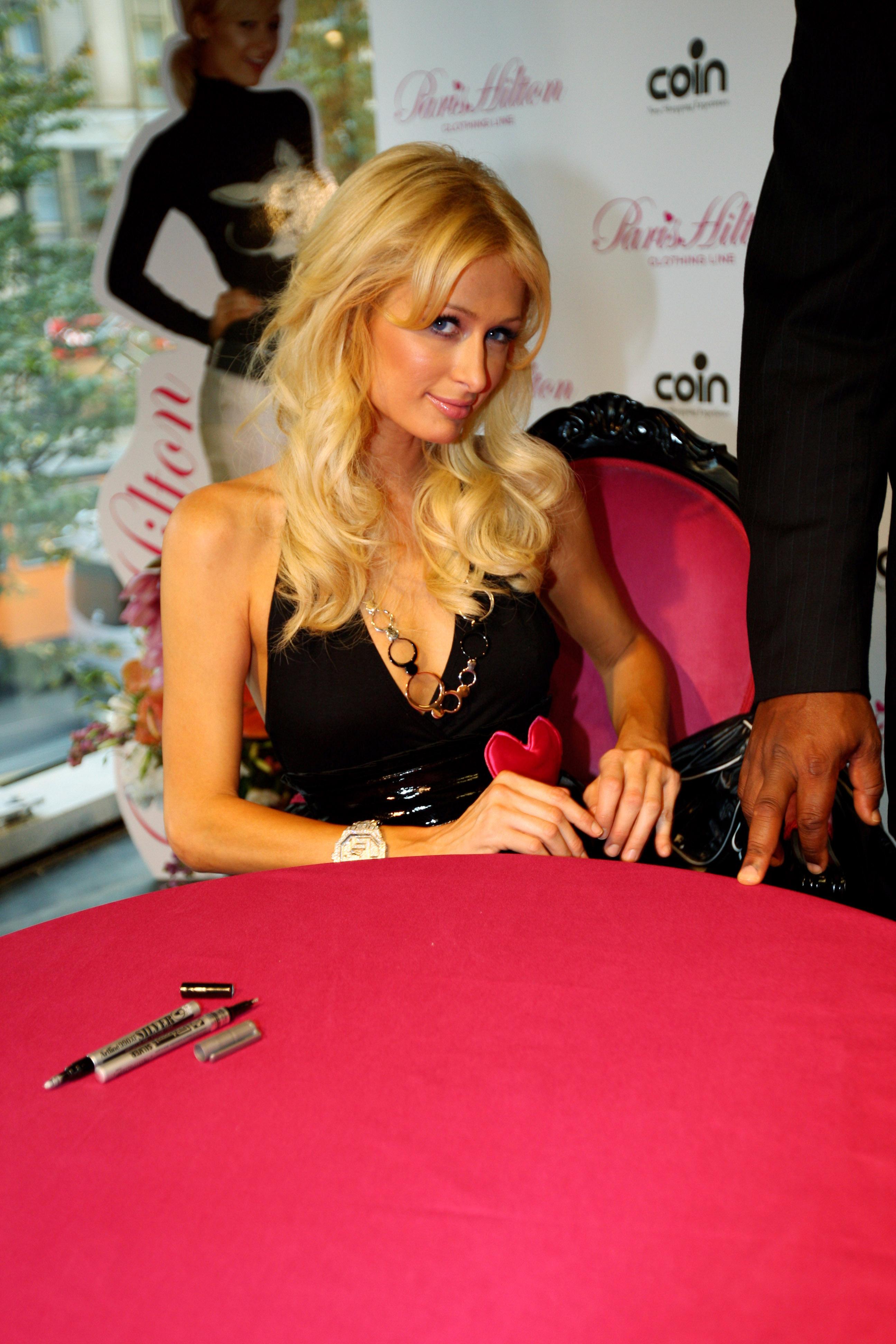 11397_Celebutopia-Paris_Hilton-Launch_of_Paris_Hilton_clothing_line-31_122_771lo.jpg