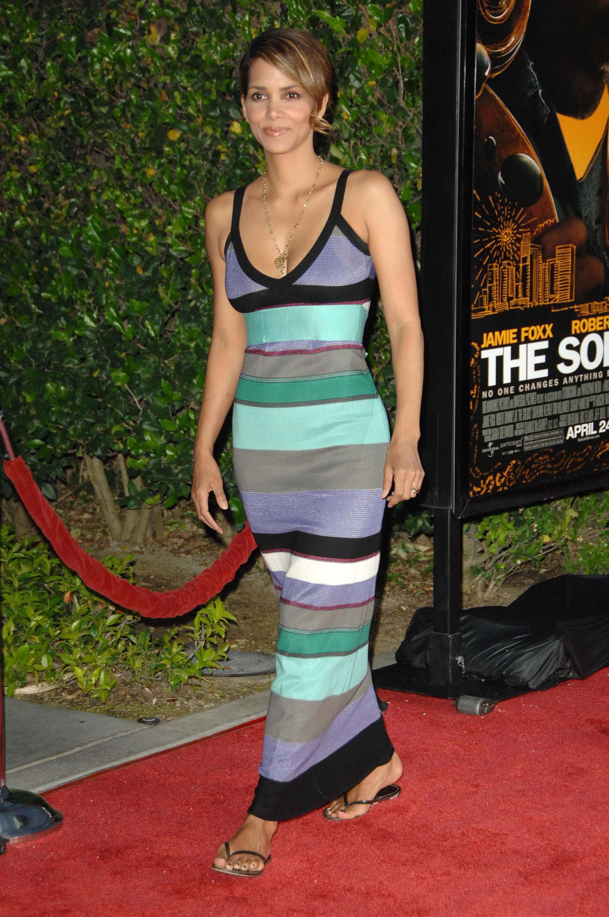 65671_Halle_Berry_The_Soloist_premiere_in_Los_Angeles_69_122_1074lo.jpg