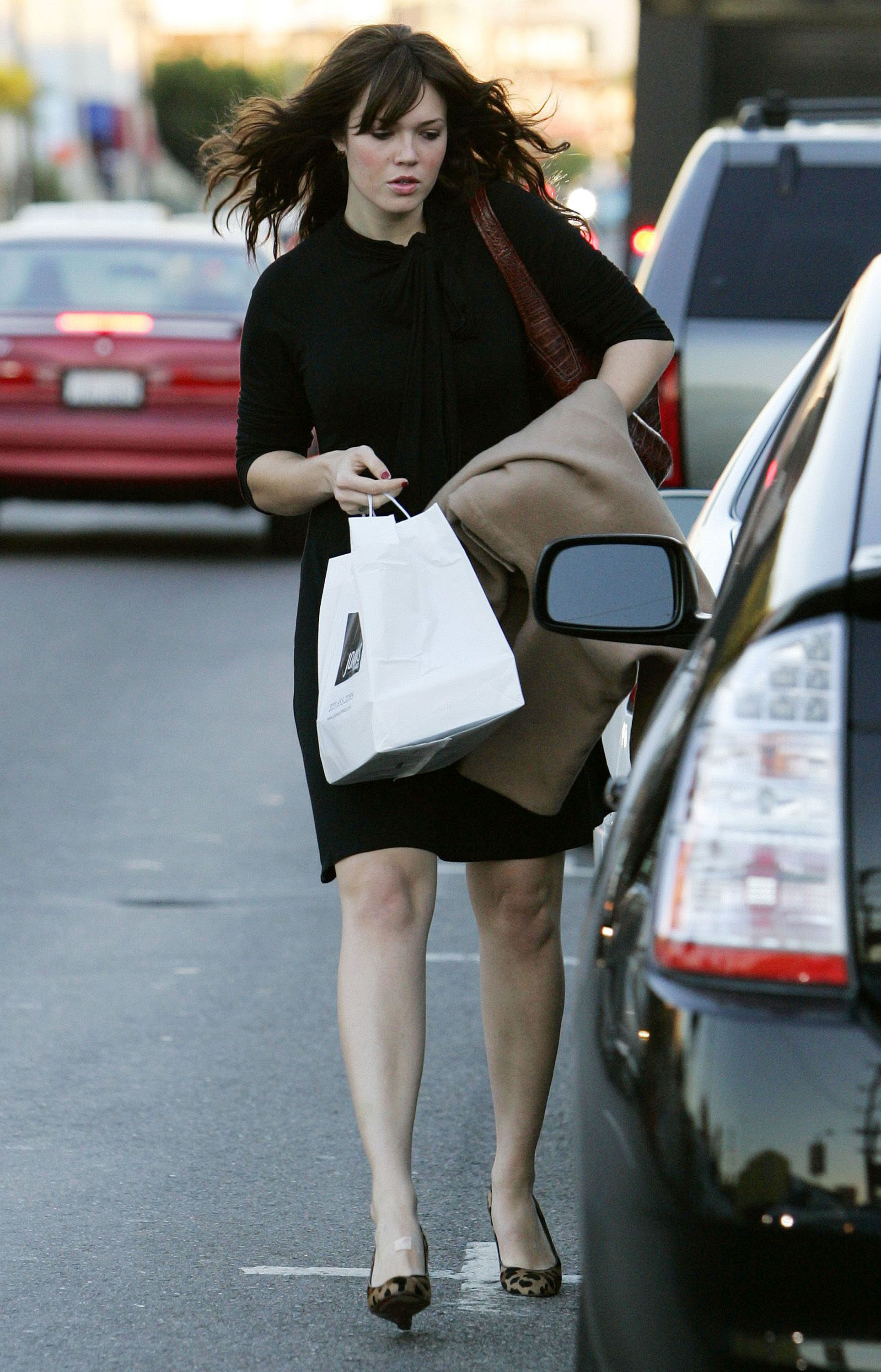 67247_celeb-city.eu_Mandy_Moore_out_and_about_in_West_Hollywood_10.12.2007_07_122_822lo.jpg