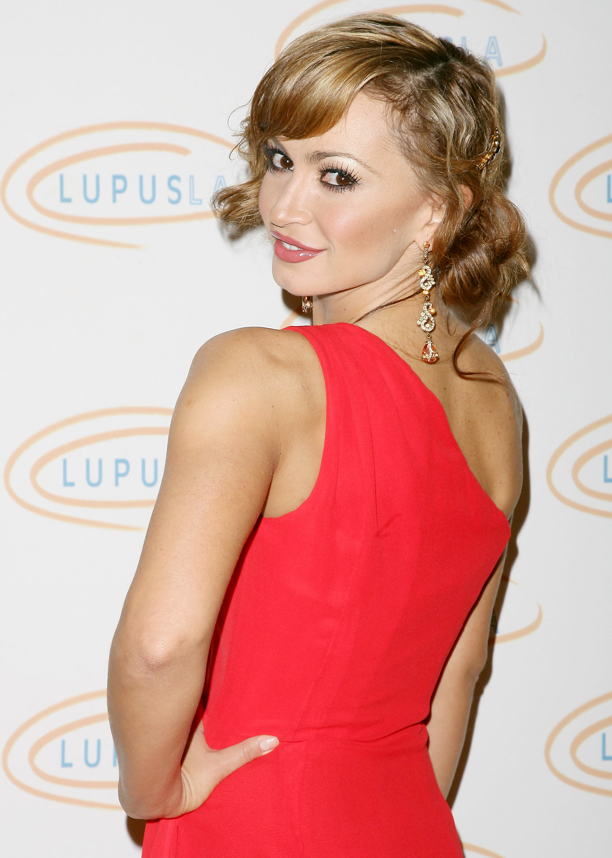 31090_Karina_Smirnoff_2008-11-07_-_Lupus_LA9s_Sixth_Annual_Hollywood_Bag_Ladies_Luncheon_in_Beverly_H_3245_122_889lo.jpg