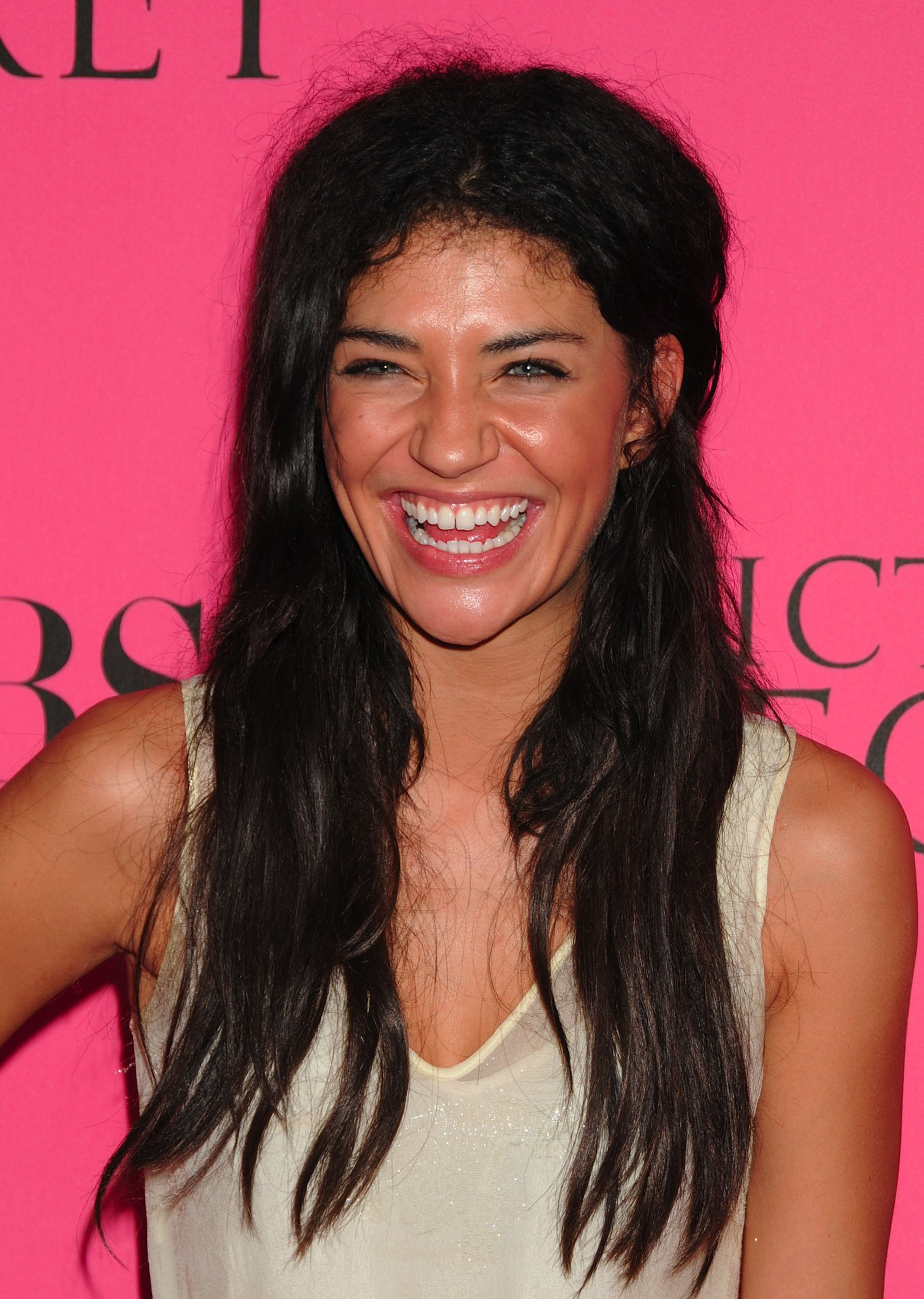 45703_Celebutopia-Jessica_Szohr_arrives_at_the_2008_Victoria9s_Secret_Fashion_Show-01_122_1118lo.JPG