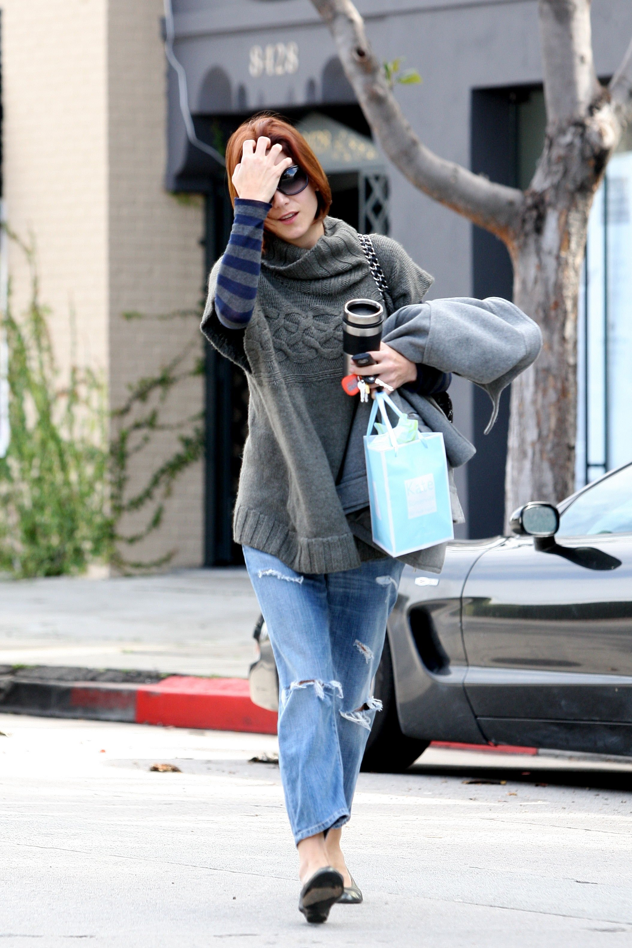 14747_Celebutopia-Kate_Walsh_with_ripped_jeans_in_Hollywood-17_122_337lo.JPG