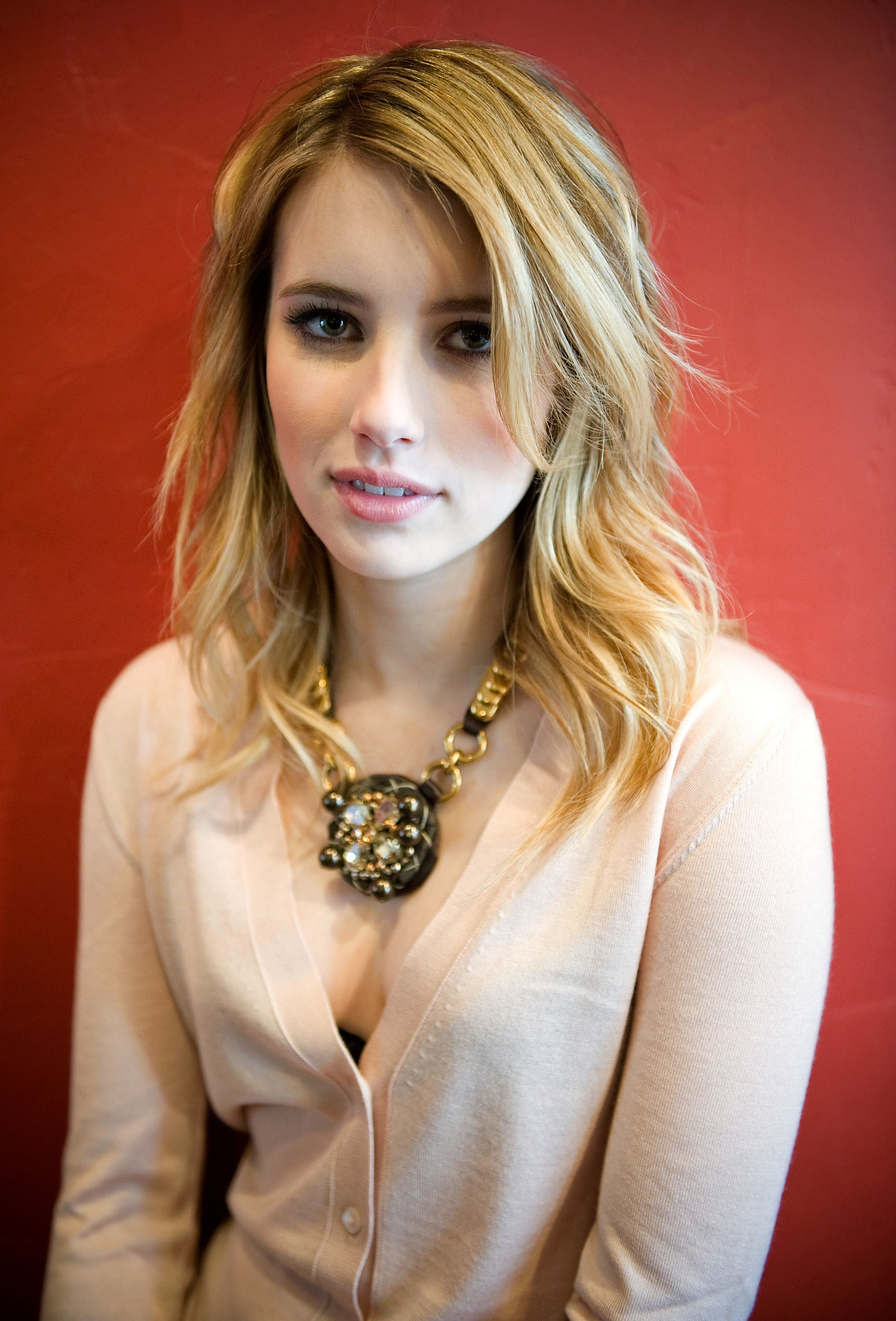 97069_Emma_Roberts_attends_the_Twelve_portraits_session_at_Silver_Queen_Gallery-006_122_443lo.jpg