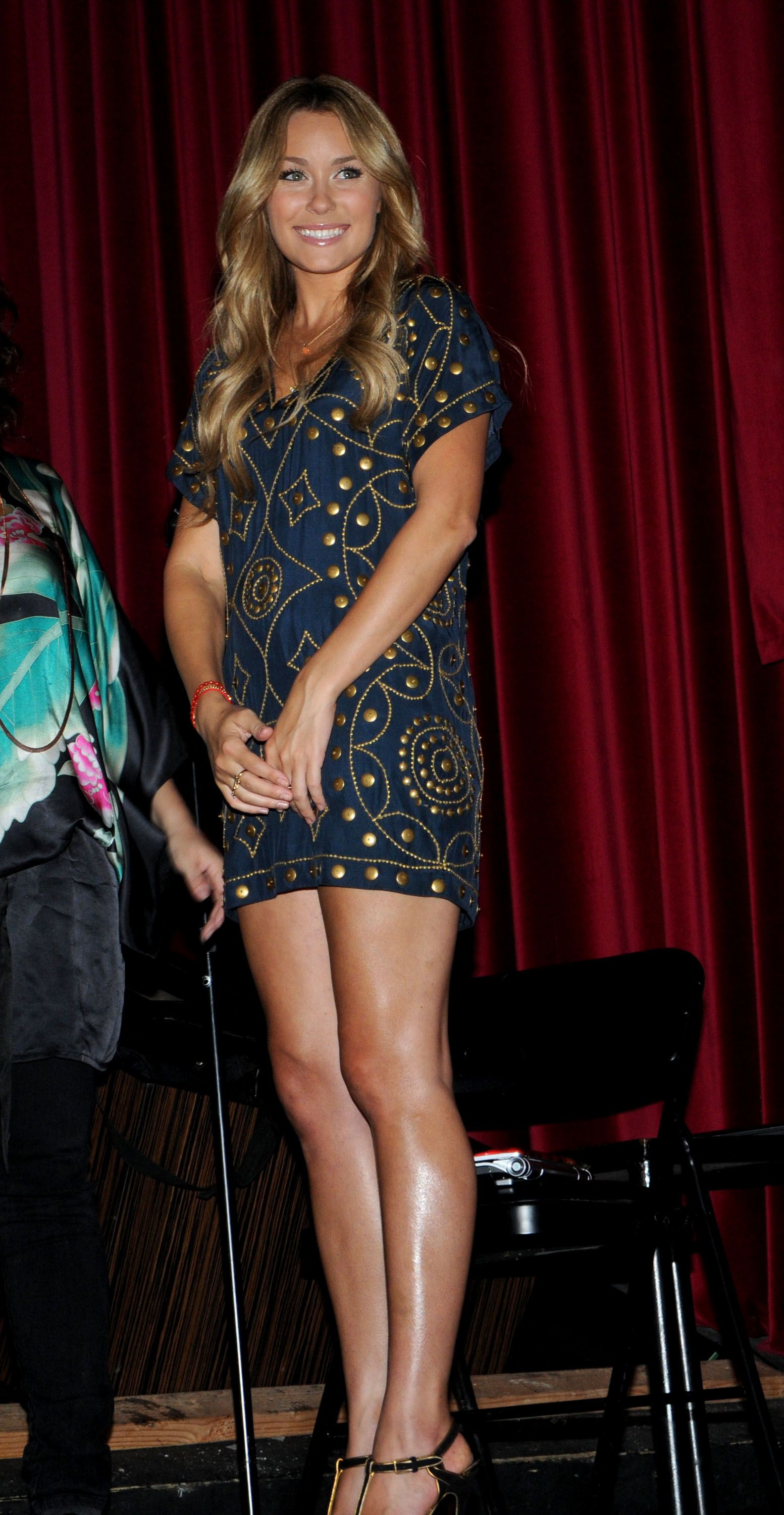 02368_Celebutopia-Lauren_Conrad-The_unveiling_of_Sony_VAIO93s_My_Graphic_Splash-05_122_744lo.jpg