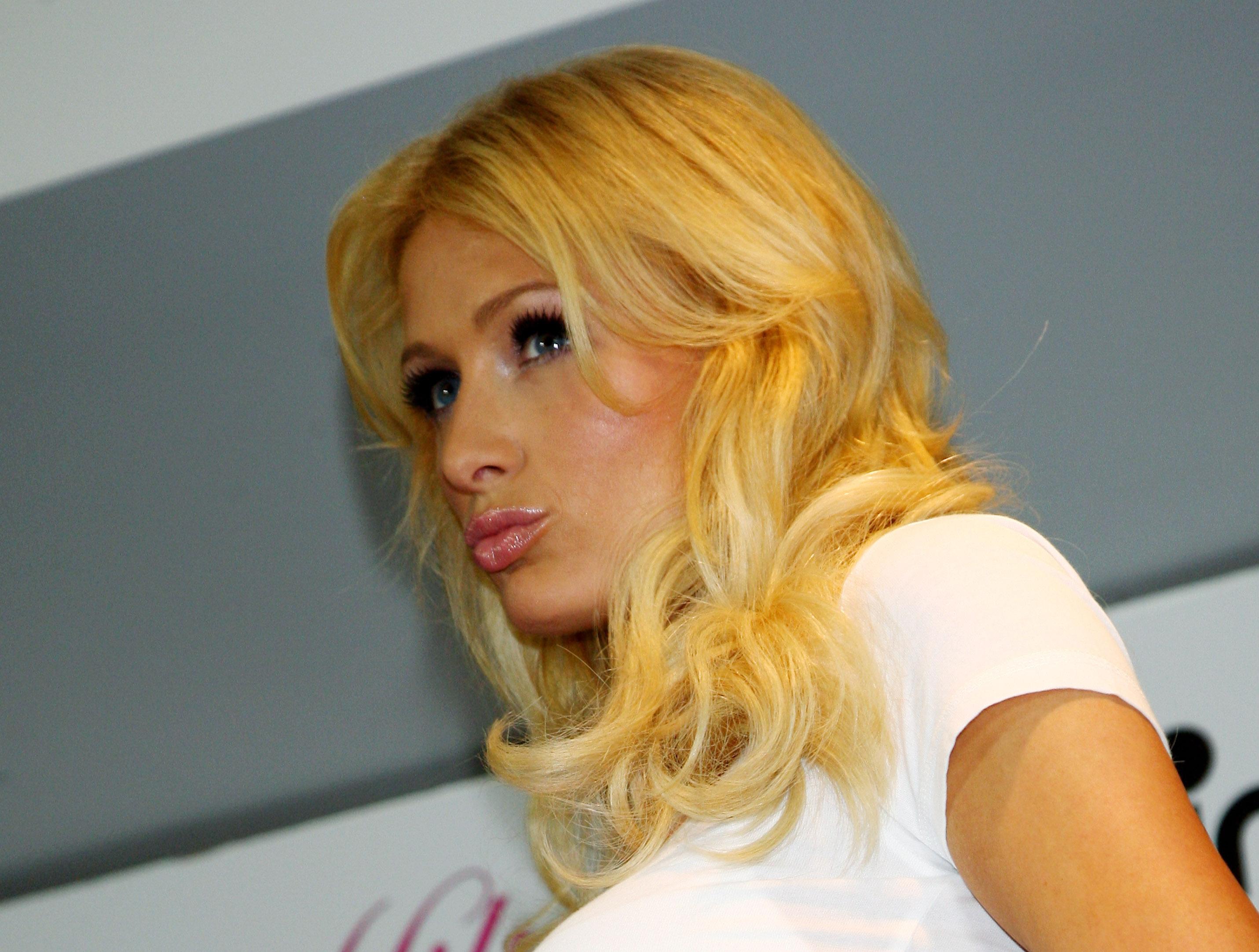 11303_Celebutopia-Paris_Hilton-Launch_of_Paris_Hilton_clothing_line-25_122_193lo.jpg