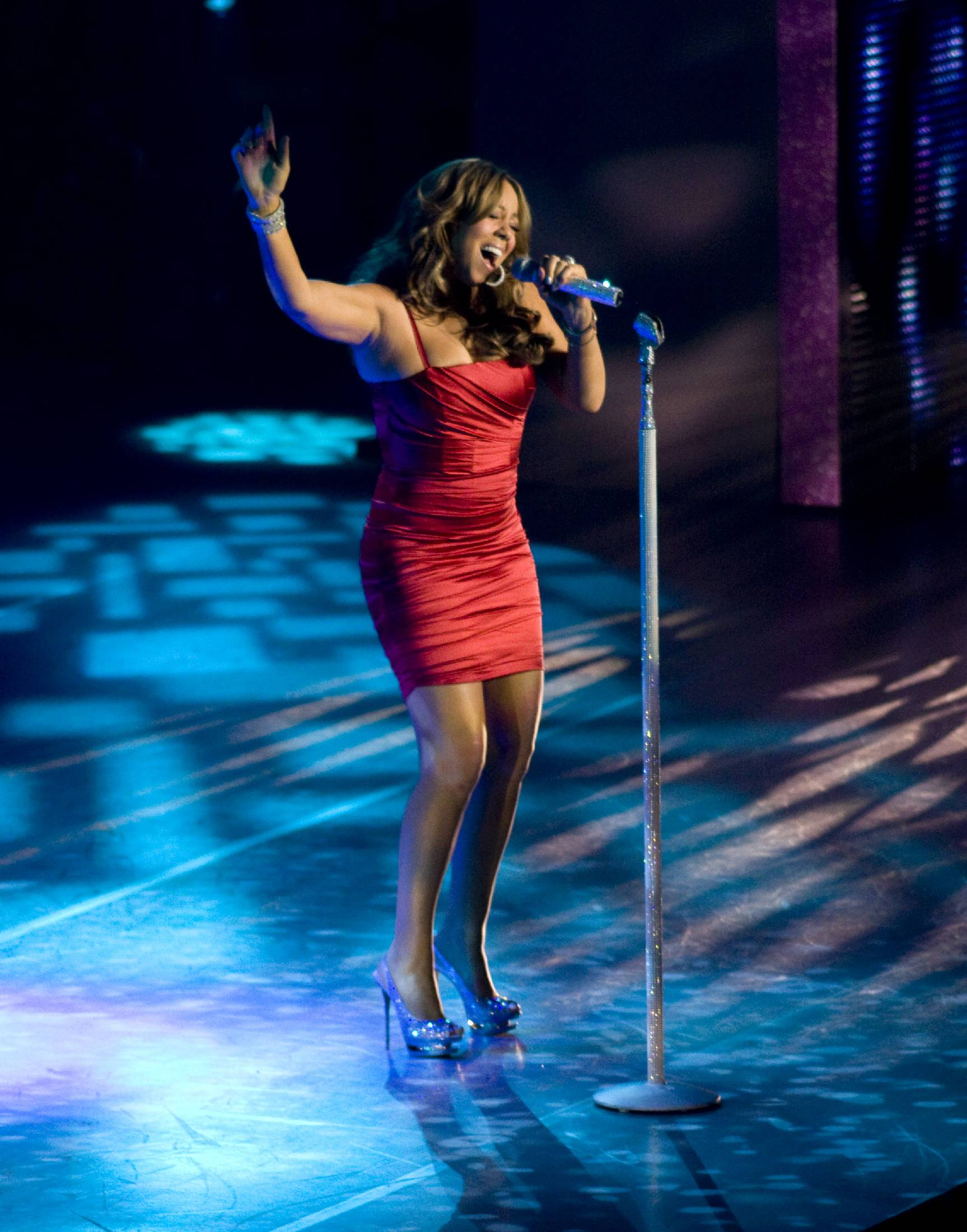 53616_Mariah_Carey_performs_at_Madison_Square_Garden_in_New_York_City-5_122_485lo.jpg