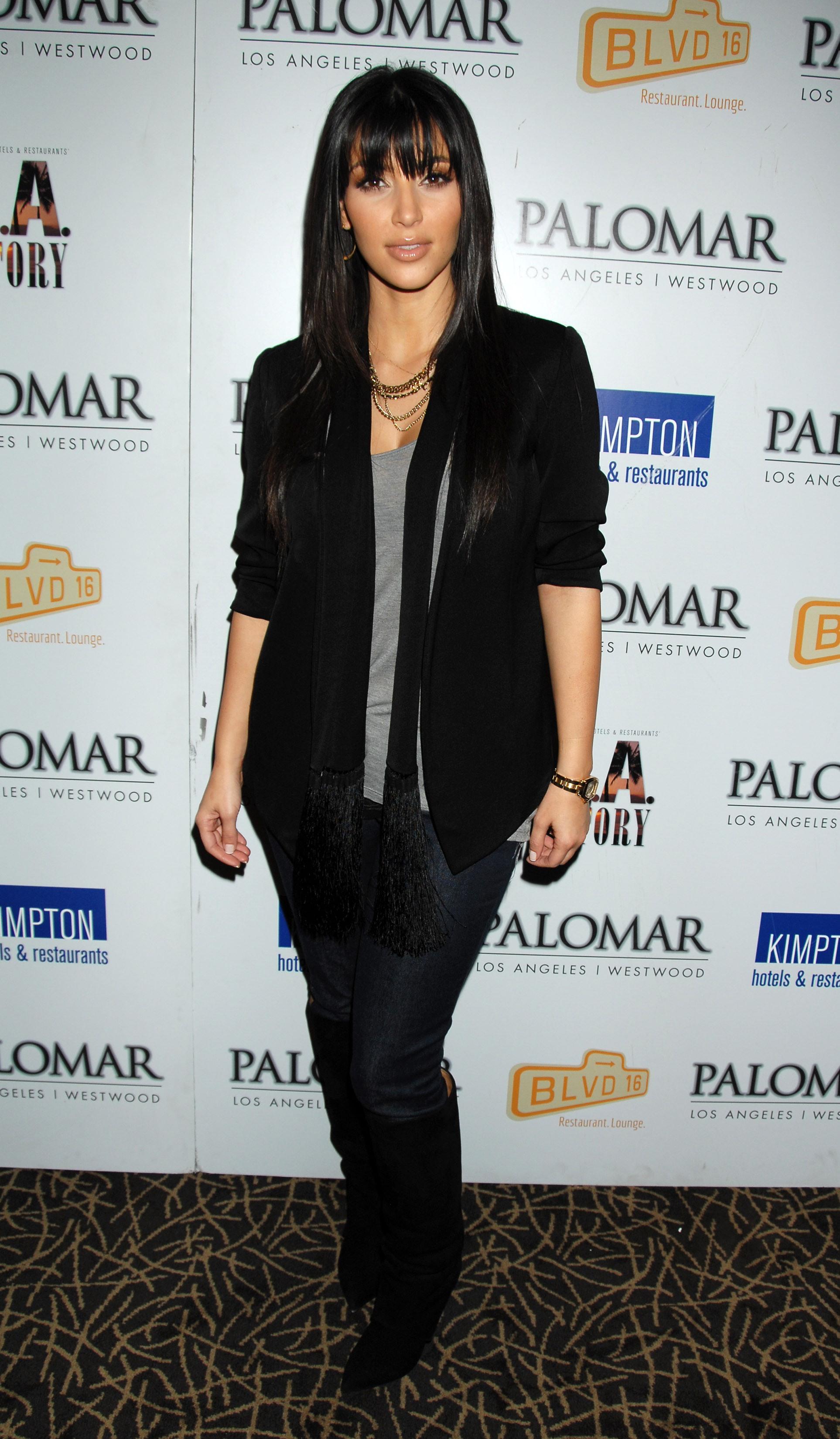 03323_Kim_Kardashian_2008-12-08_-_A_Night_For_Change_benefiting_Alternative_Intervention_Models_in_LA_064_122_1156lo.jpg