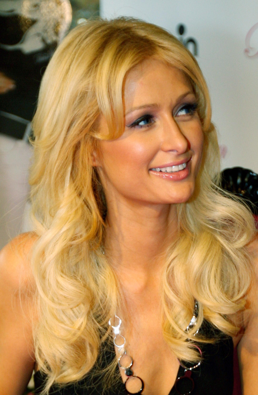 11040_Celebutopia-Paris_Hilton-Launch_of_Paris_Hilton_clothing_line-06_122_1174lo.jpg