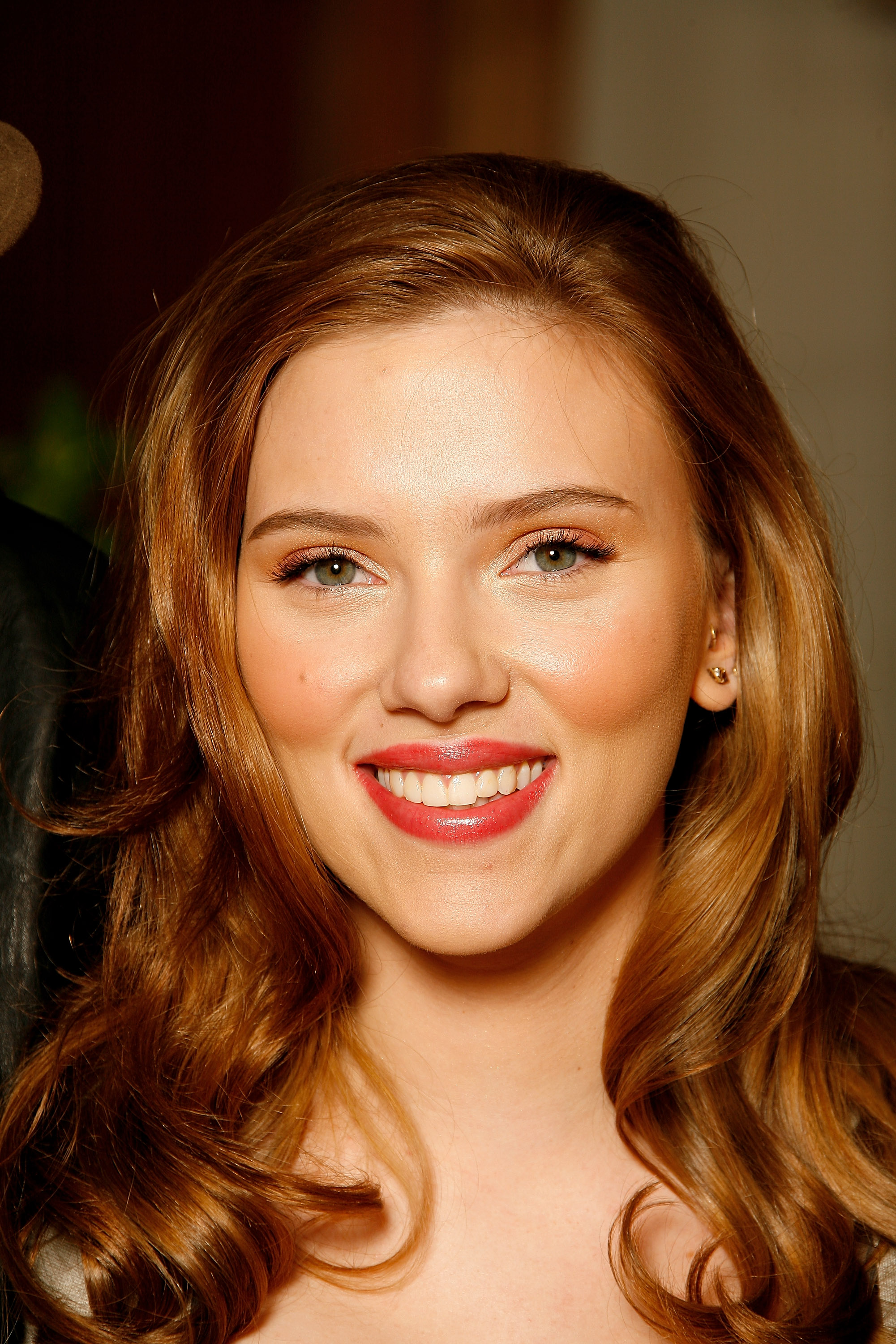 16211_Celebutopia-Scarlett_Johansson-The_Spirit_photocall_in_London-07_122_671lo.jpg