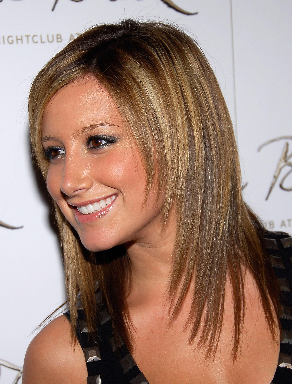 10456_Celebutopia-Ashley_Tisdale-Jennifer_Tisdale1s_birthday_celebration_in_Las_Vegas-08_122_1112lo.jpg
