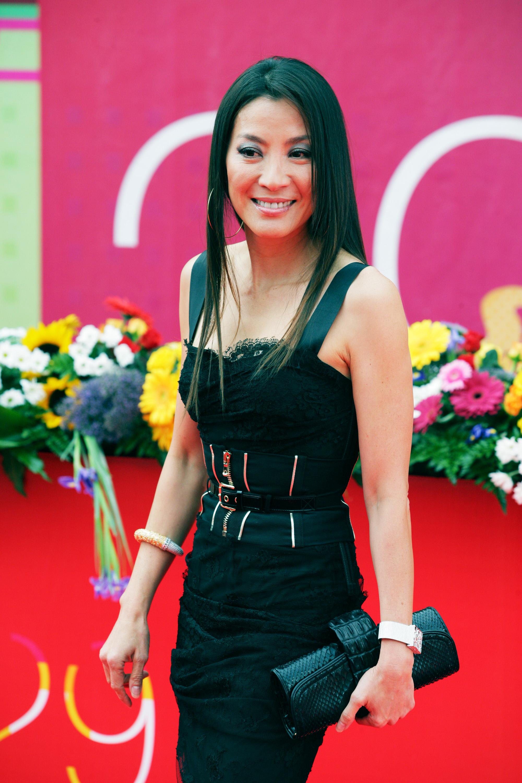 44324_Celebutopia-Michelle_Yeoh-International_Moscow_Film_Festival_closing_ceremony-05_122_973lo.jpg